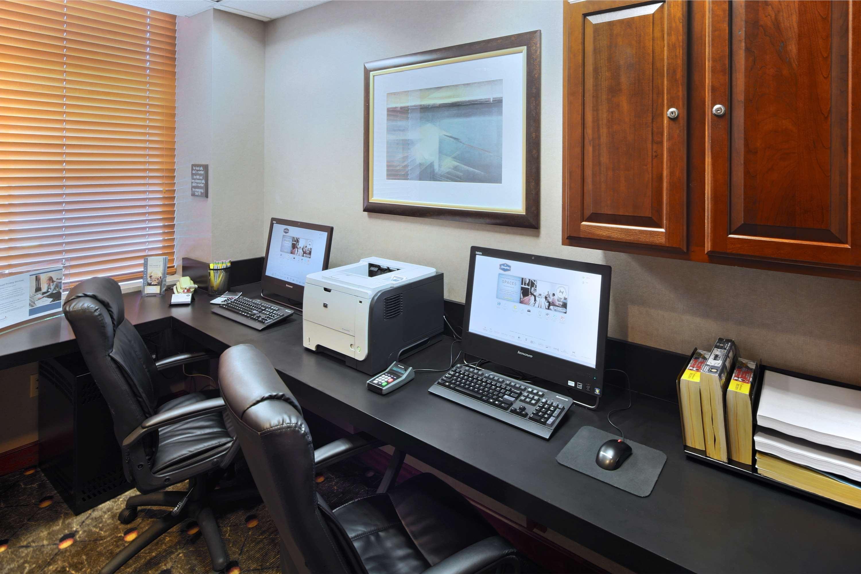 Hampton Inn & Suites Reagan National Airport image 29