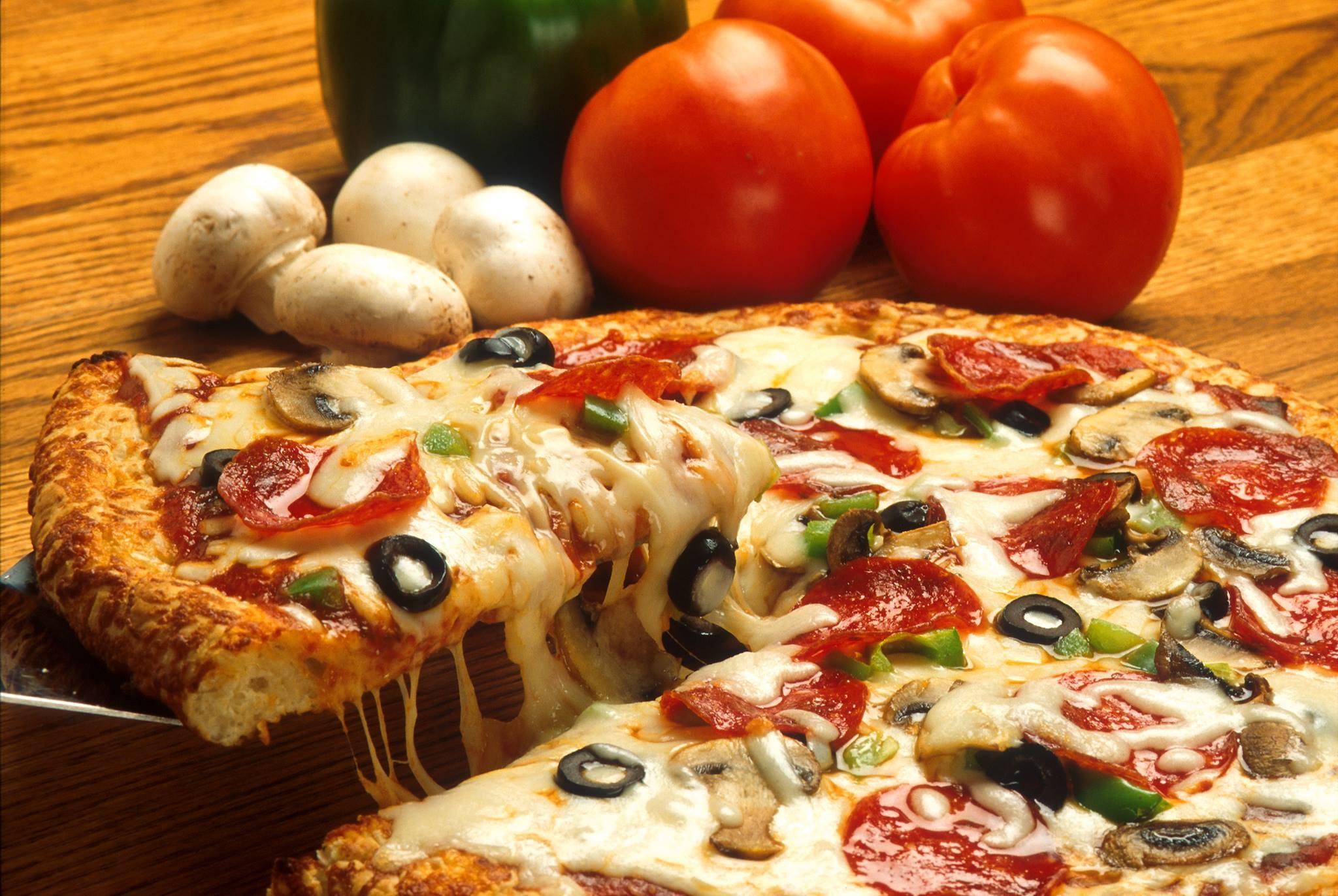 Charlie's Pizza Restaurant & Pub image 2