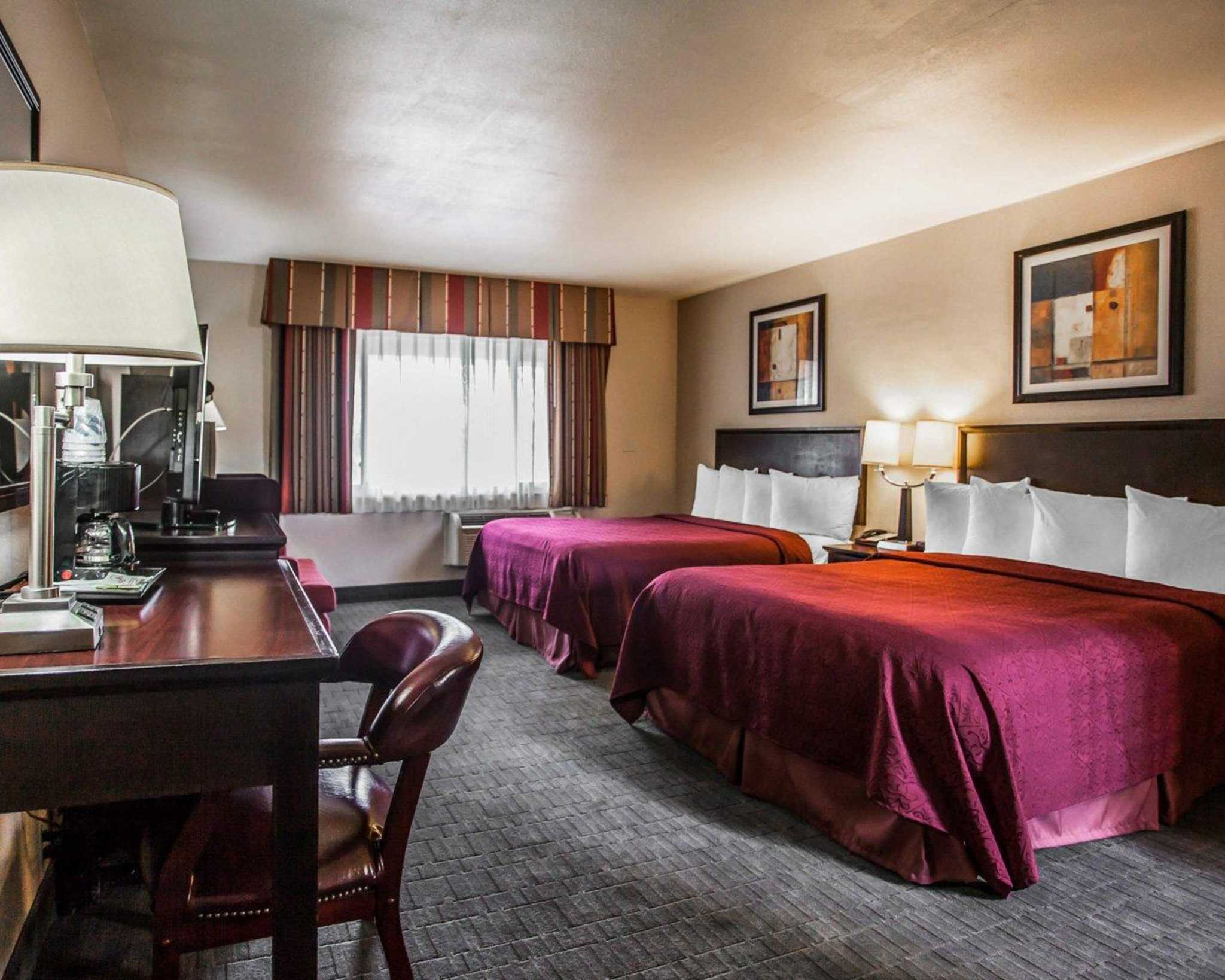 Quality Inn & Suites Anaheim at the Park image 9