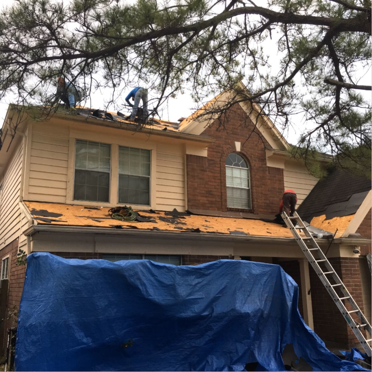Houston Roofing & Construction image 0