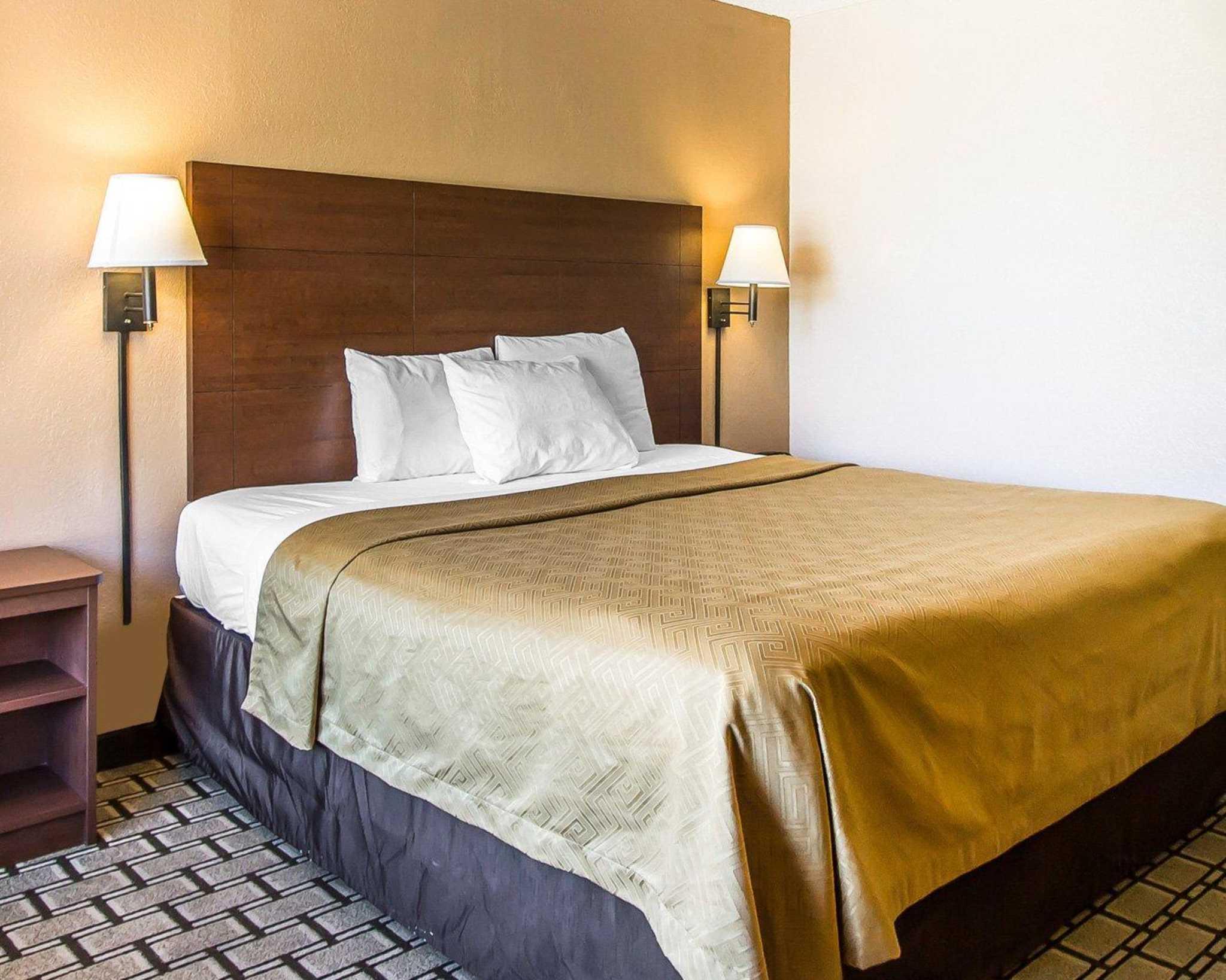 Econo Lodge  Inn & Suites Near Bricktown image 3