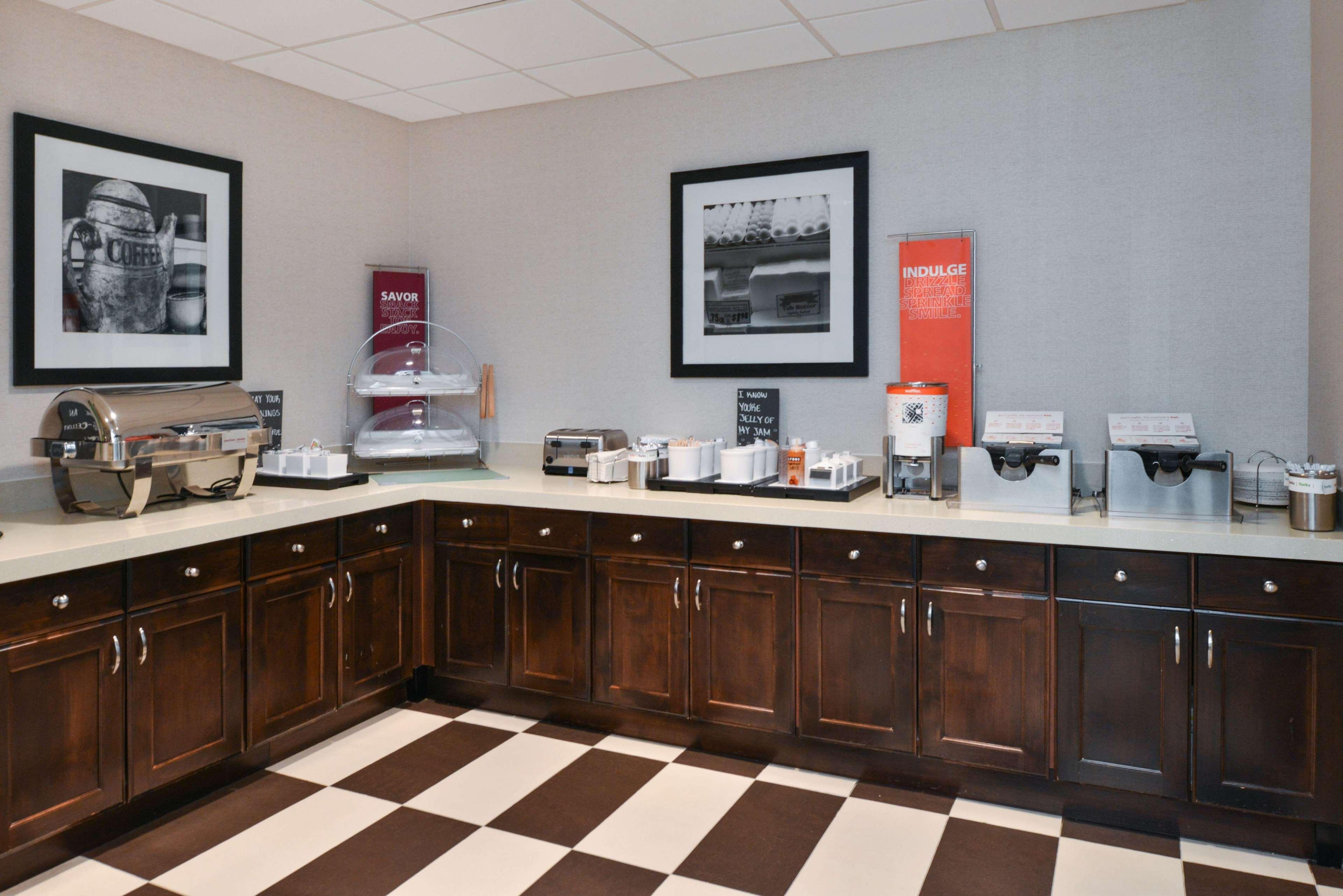Hampton Inn & Suites Denver-Speer Boulevard image 37