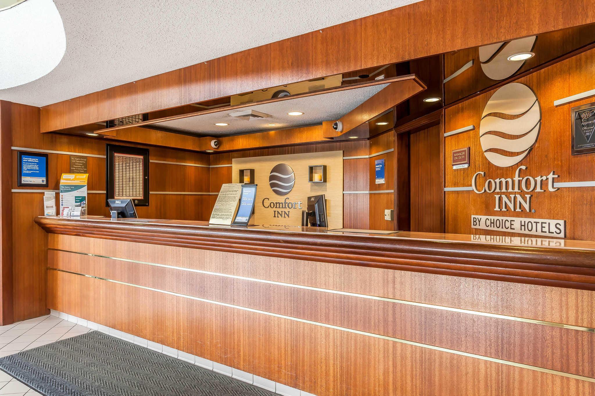 Comfort Inn Cleveland Airport image 3