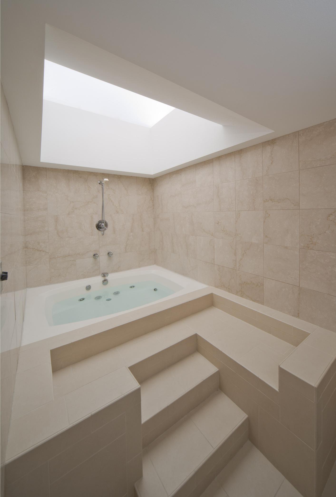 Embassy Suites by Hilton Detroit Troy Auburn Hills image 9