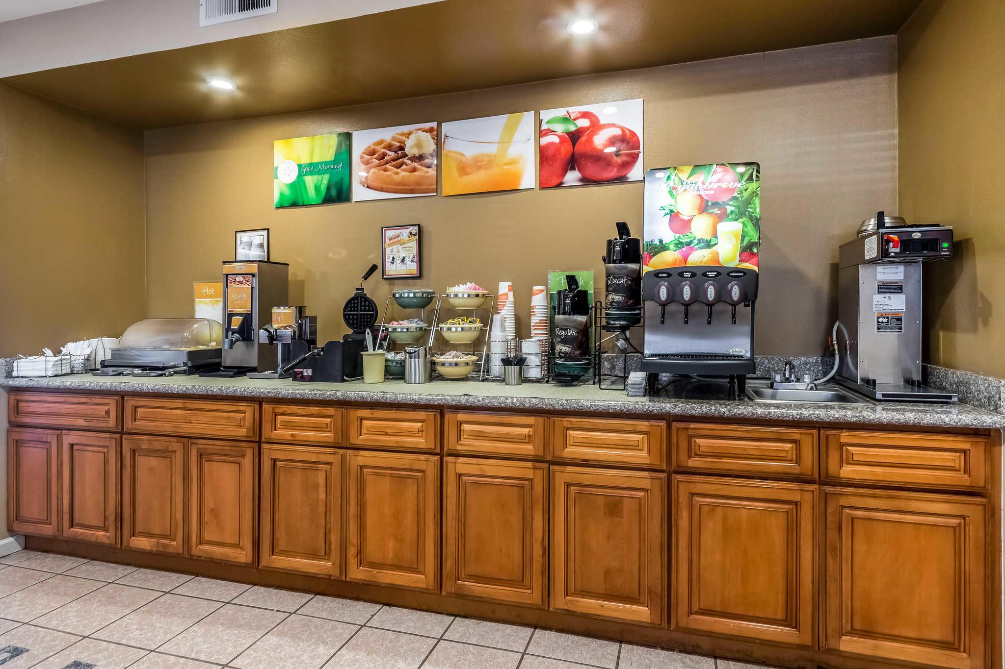 Quality Inn Fresno Near University image 4