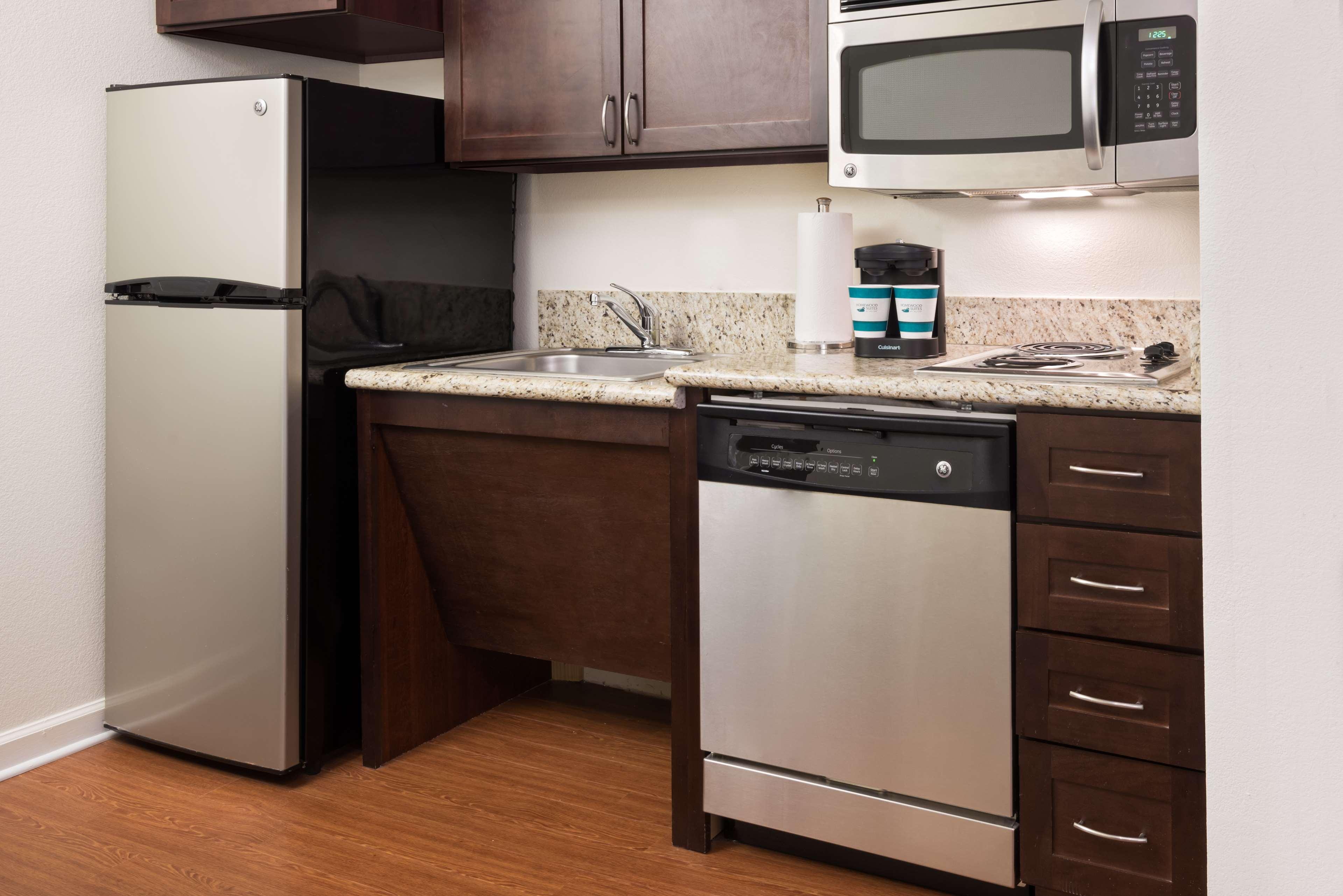 Homewood Suites by Hilton Charlotte-North/Univ Research Park image 9