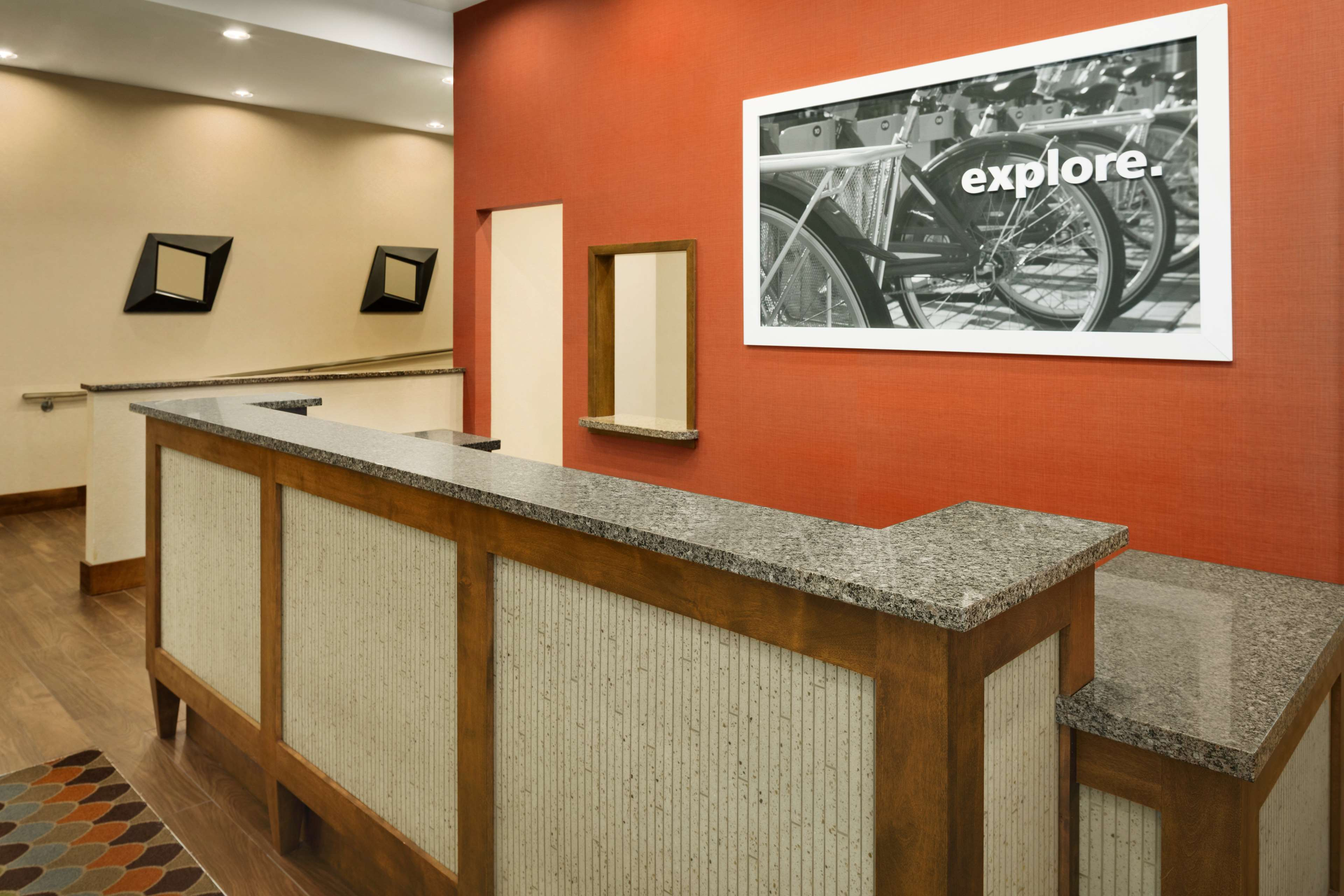 Hampton Inn and Suites Clayton/St Louis-Galleria Area image 3
