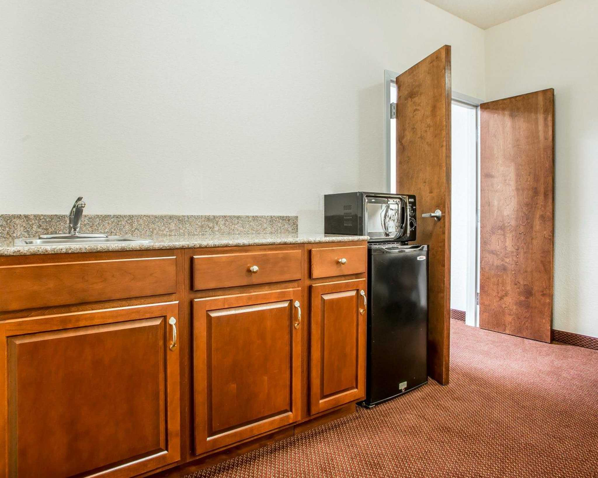 Comfort Suites Jefferson City image 30