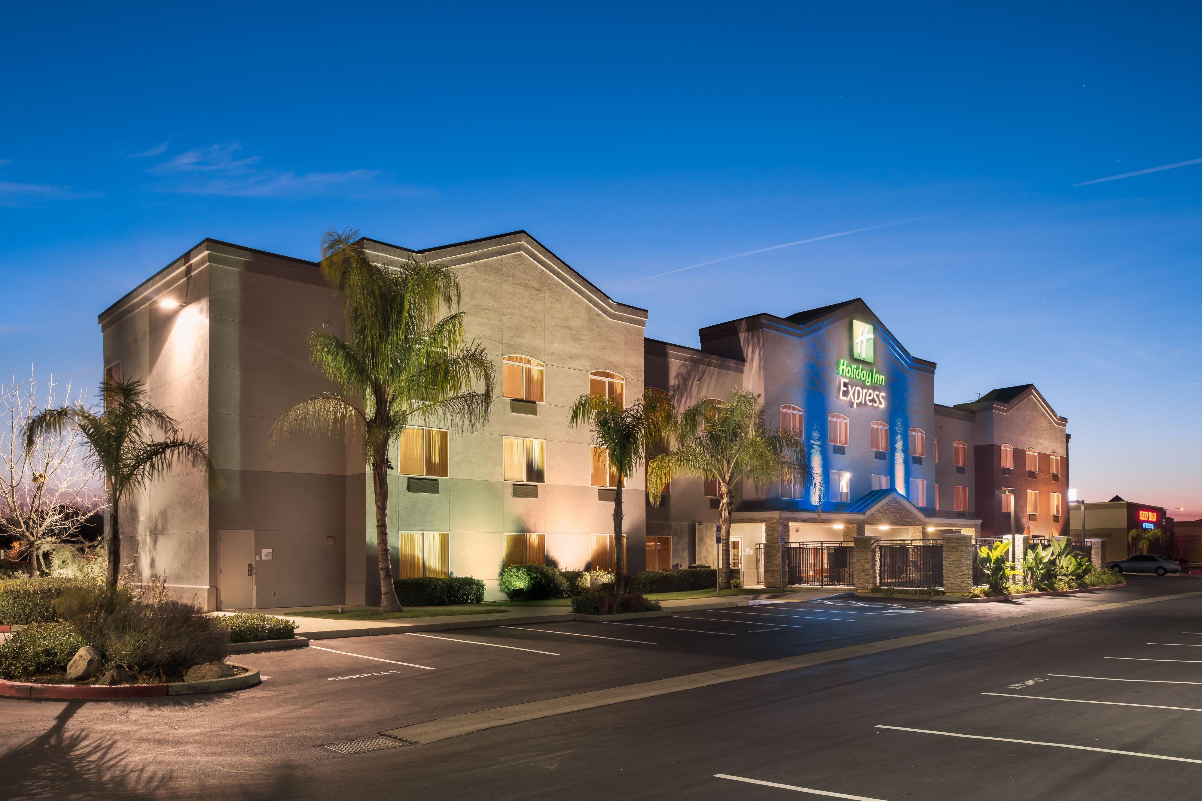 Holiday Inn Express & Suites Rockford-Loves Park image 5