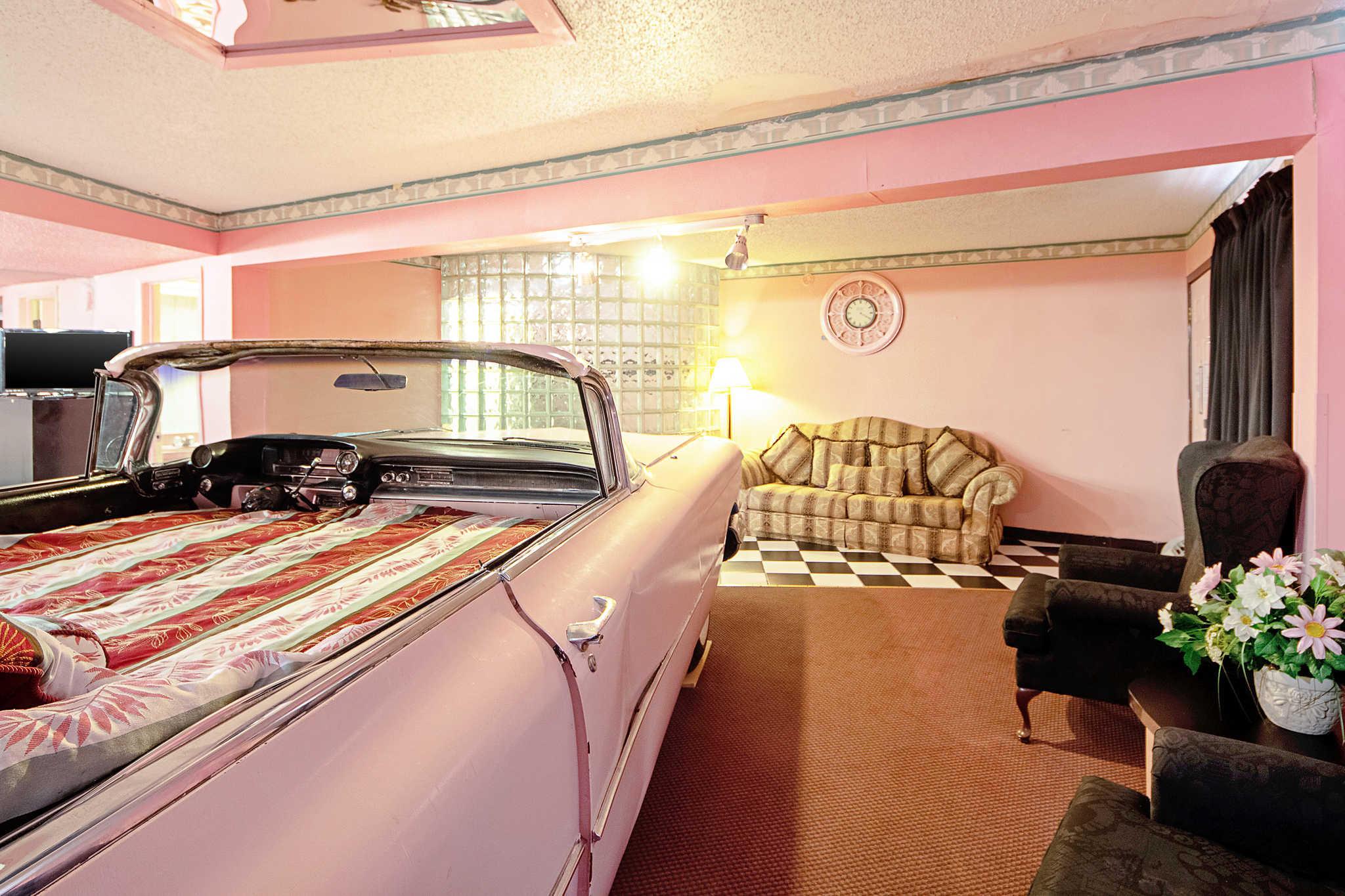 Rodeway Inn & Suites image 38