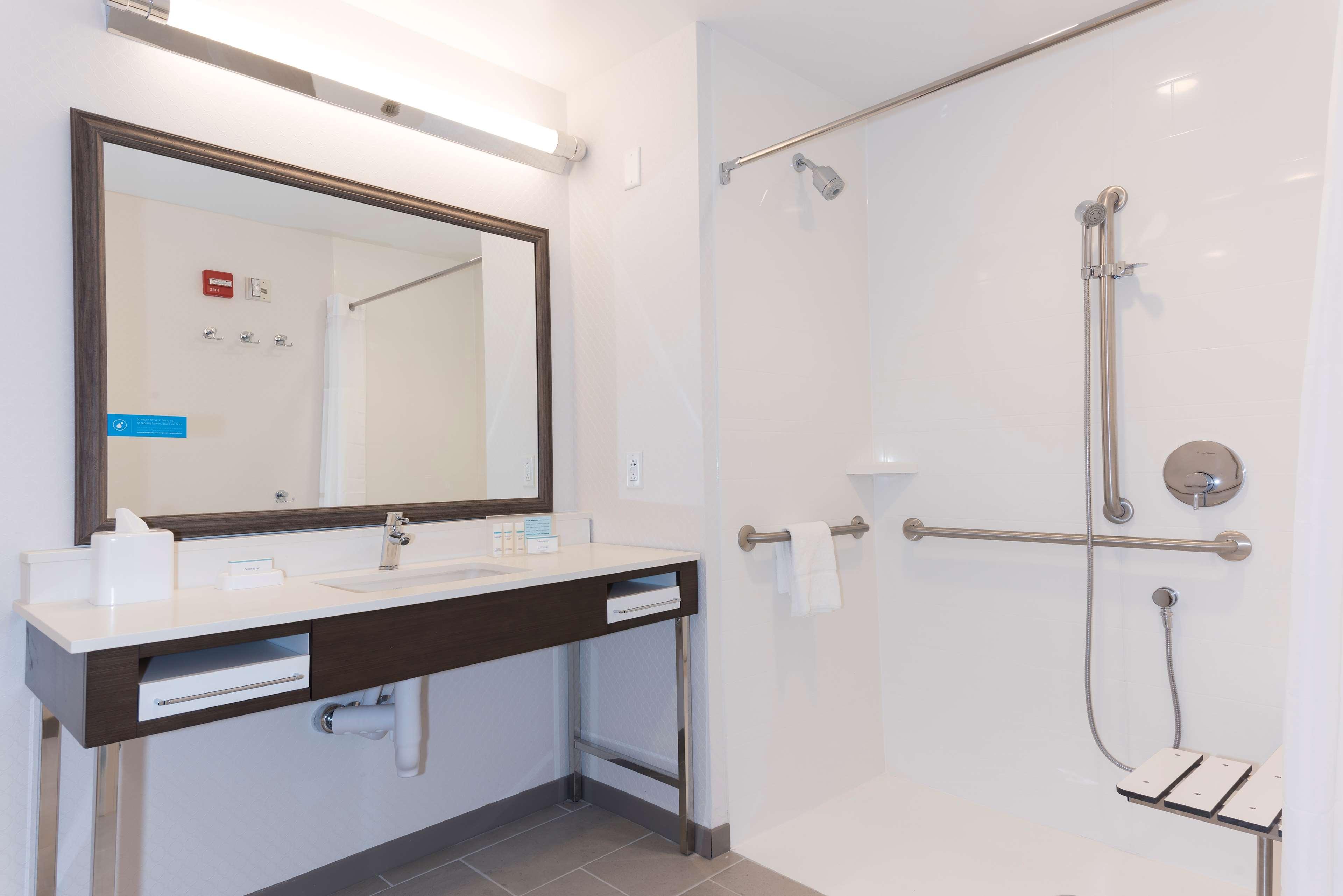 Hampton Inn & Suites Indianapolis-Keystone image 21