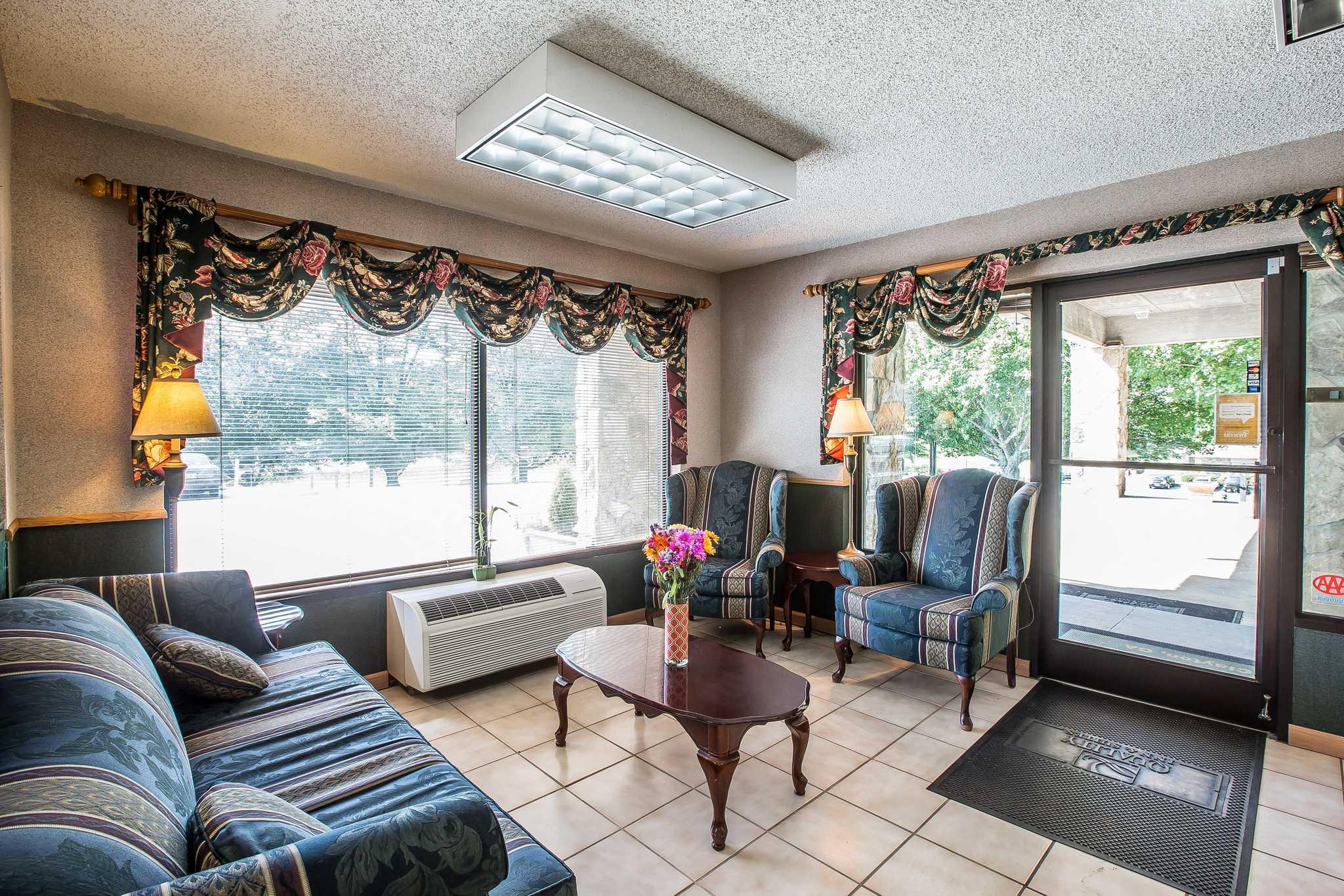Quality Inn & Suites Mt. Chalet image 14
