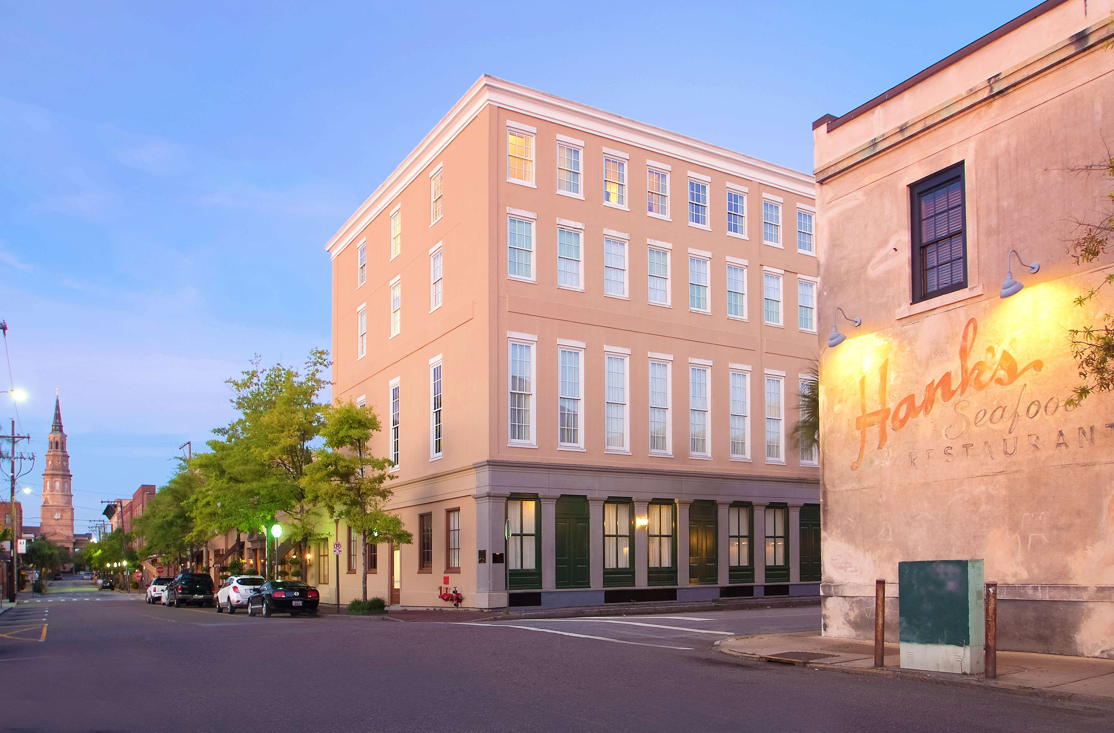 DoubleTree by Hilton Hotel & Suites Charleston - Historic District image 2