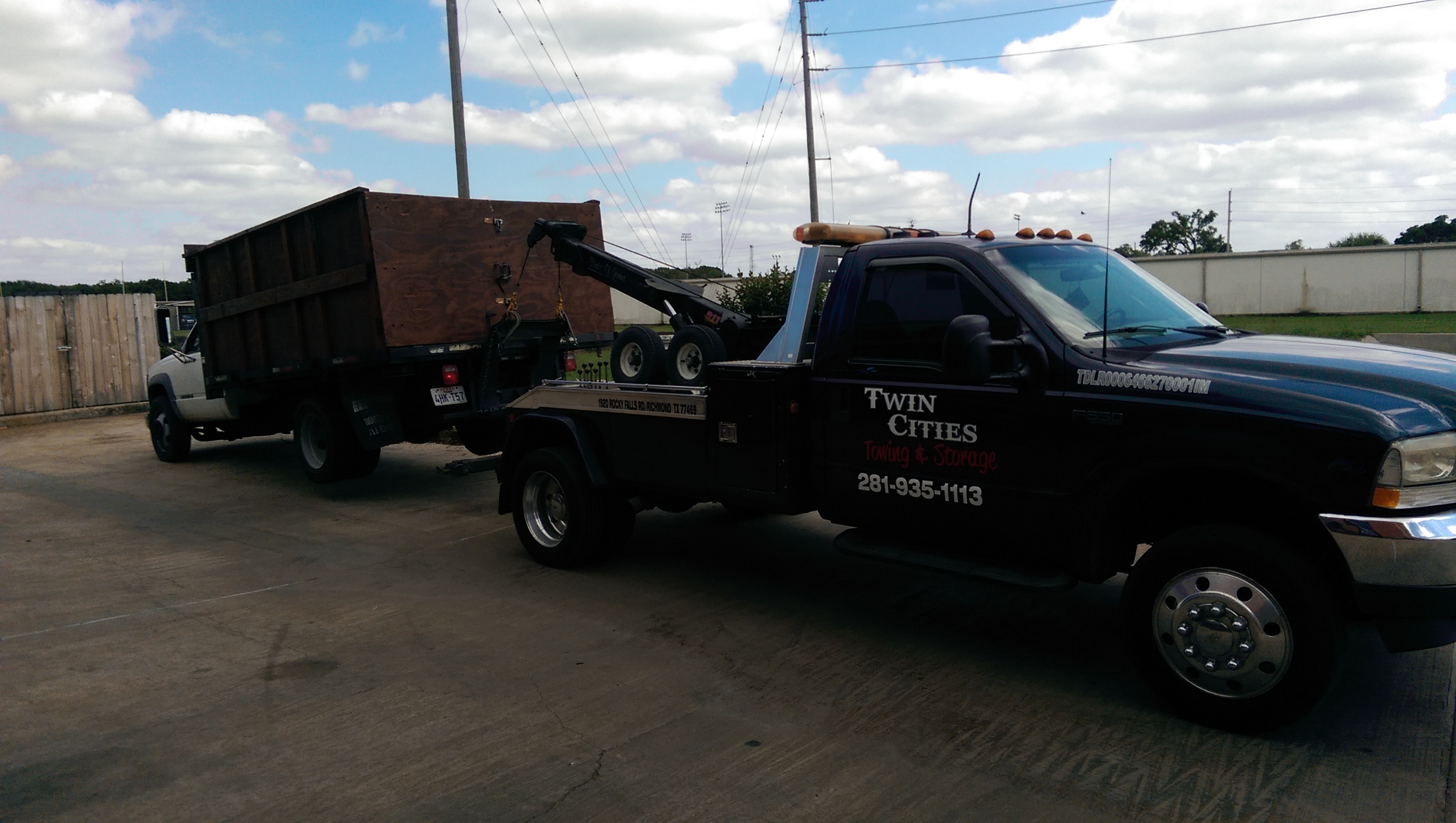 Twin Cities Towing image 0