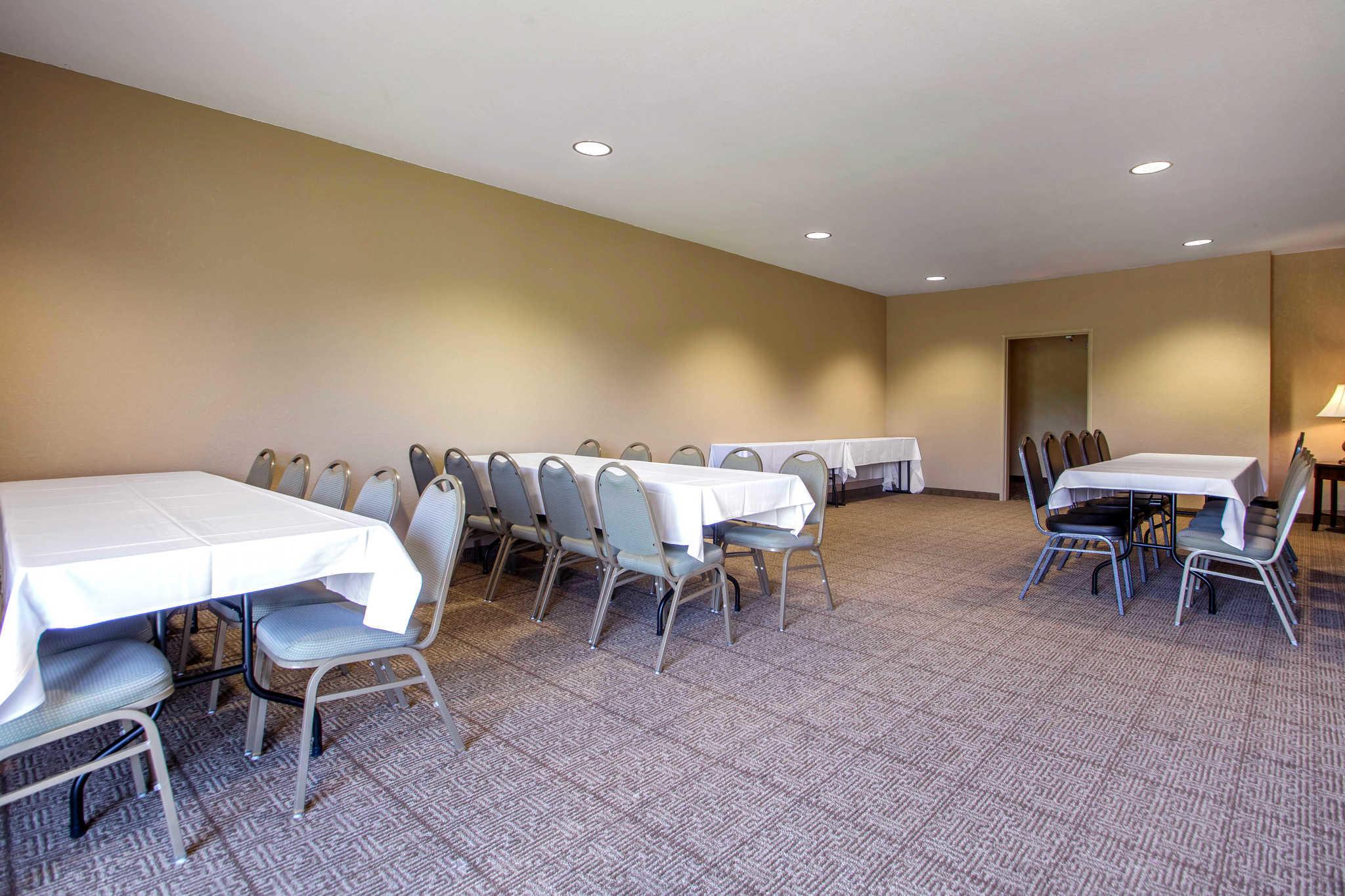 Comfort Suites Johnson Creek Conference Center image 34
