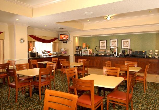 Fairfield Inn by Marriott Orlando Airport image 7
