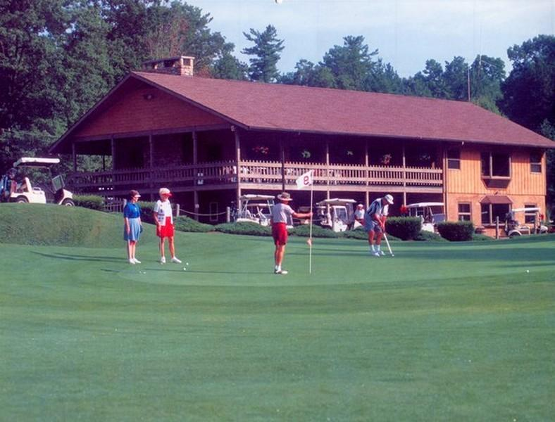 Linville Land Harbor offers an 18 hole golf course that will challenge you at whatever level you enjoy golf.  You'll enjoy the rolling front nine holes that brings  you back to the clubhouse and The 1