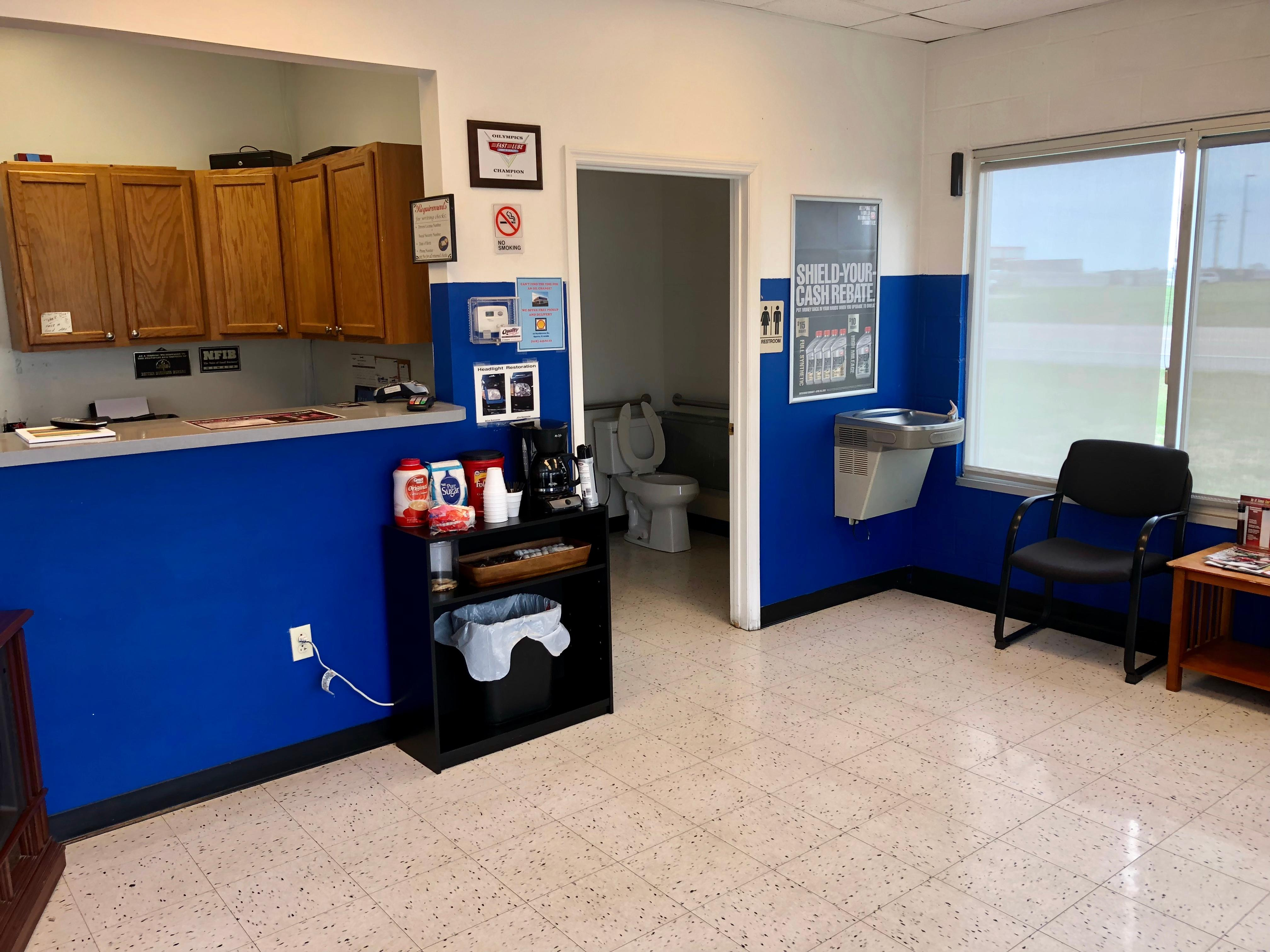 Charlie's Fast Lube Oil Change - Sparta, IL image 3