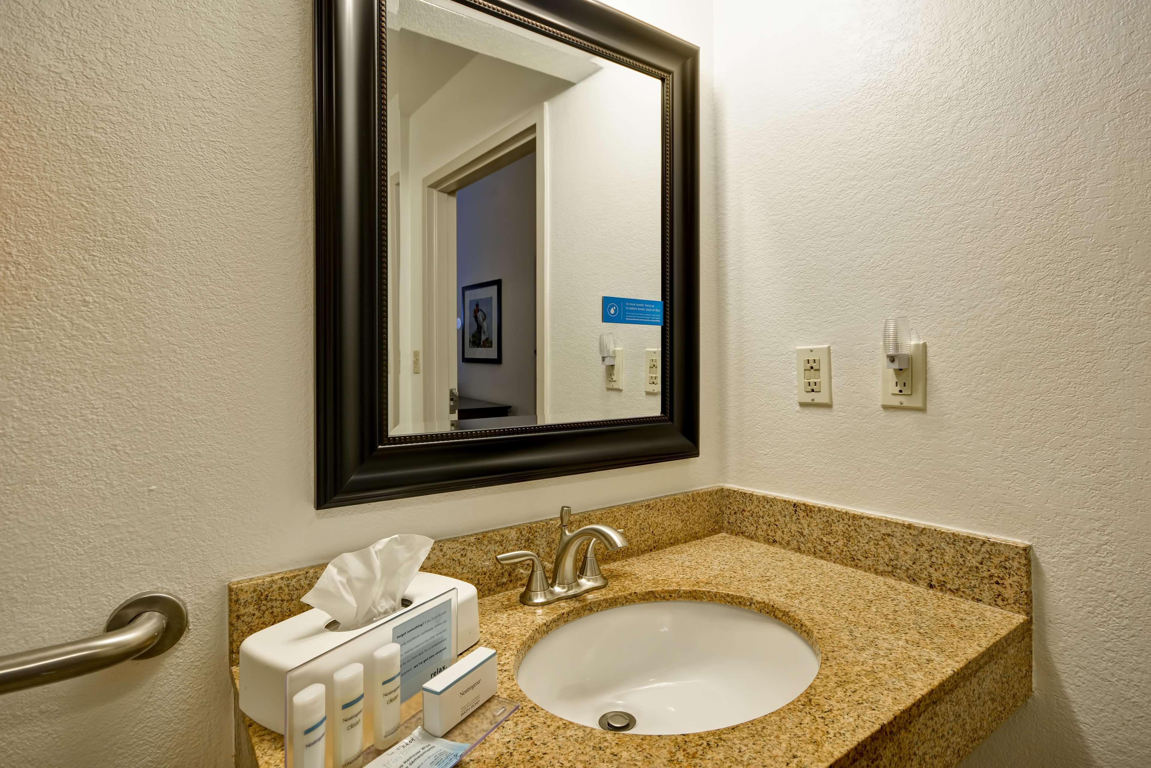 Hampton Inn Sarasota - I-75 Bee Ridge image 10
