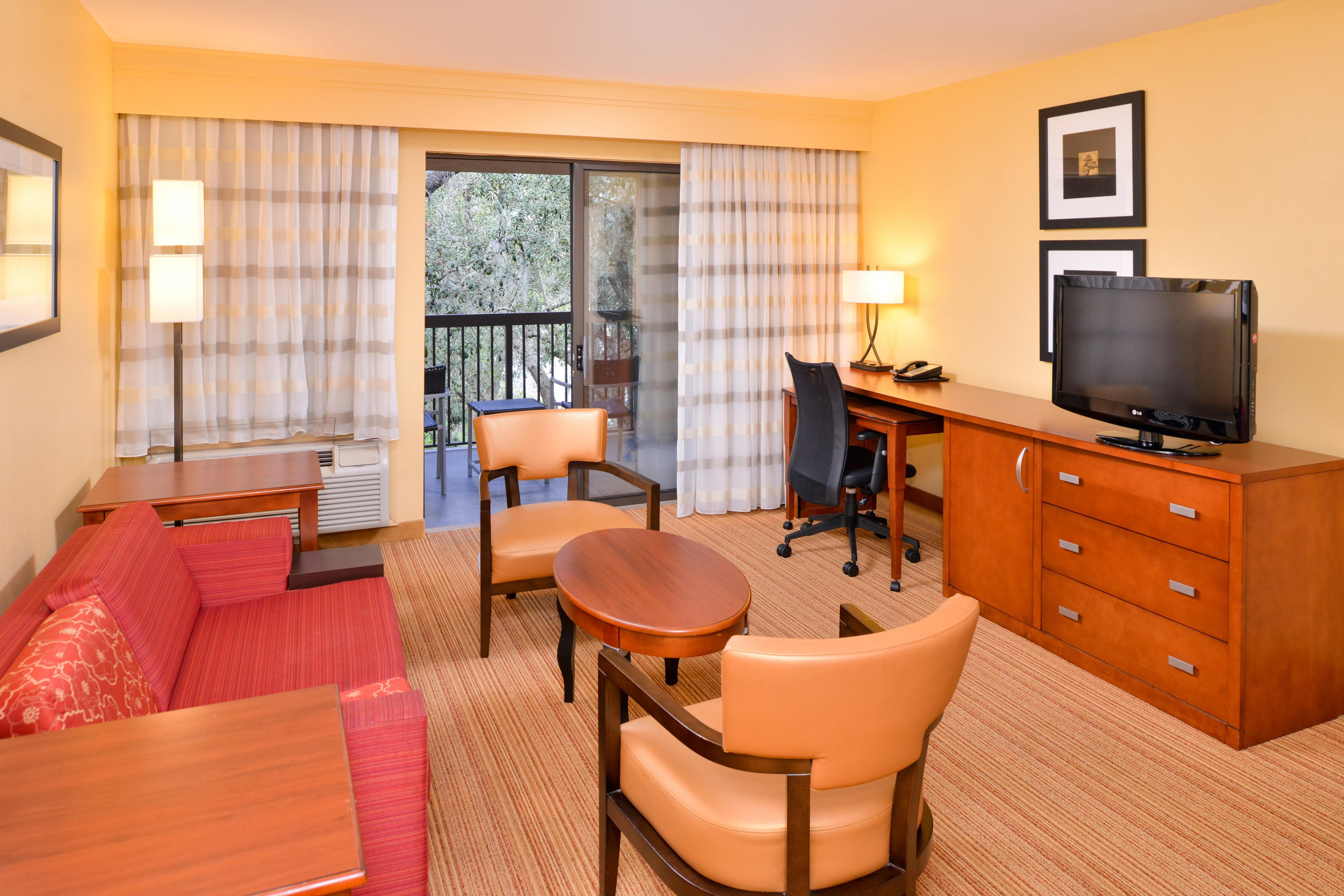 Courtyard by Marriott Tampa North/I-75 Fletcher image 1