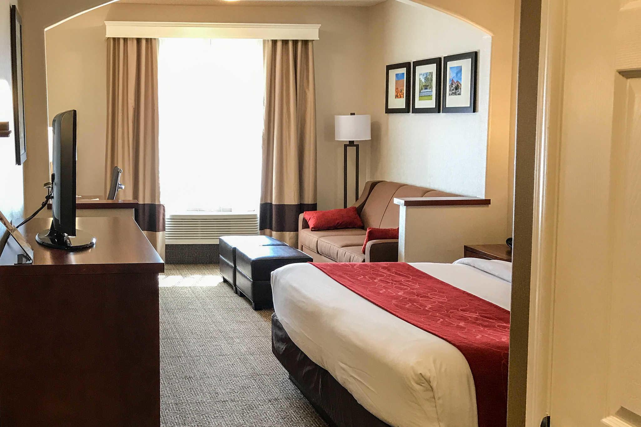 Comfort Suites Near Six Flags Magic Mountain image 15