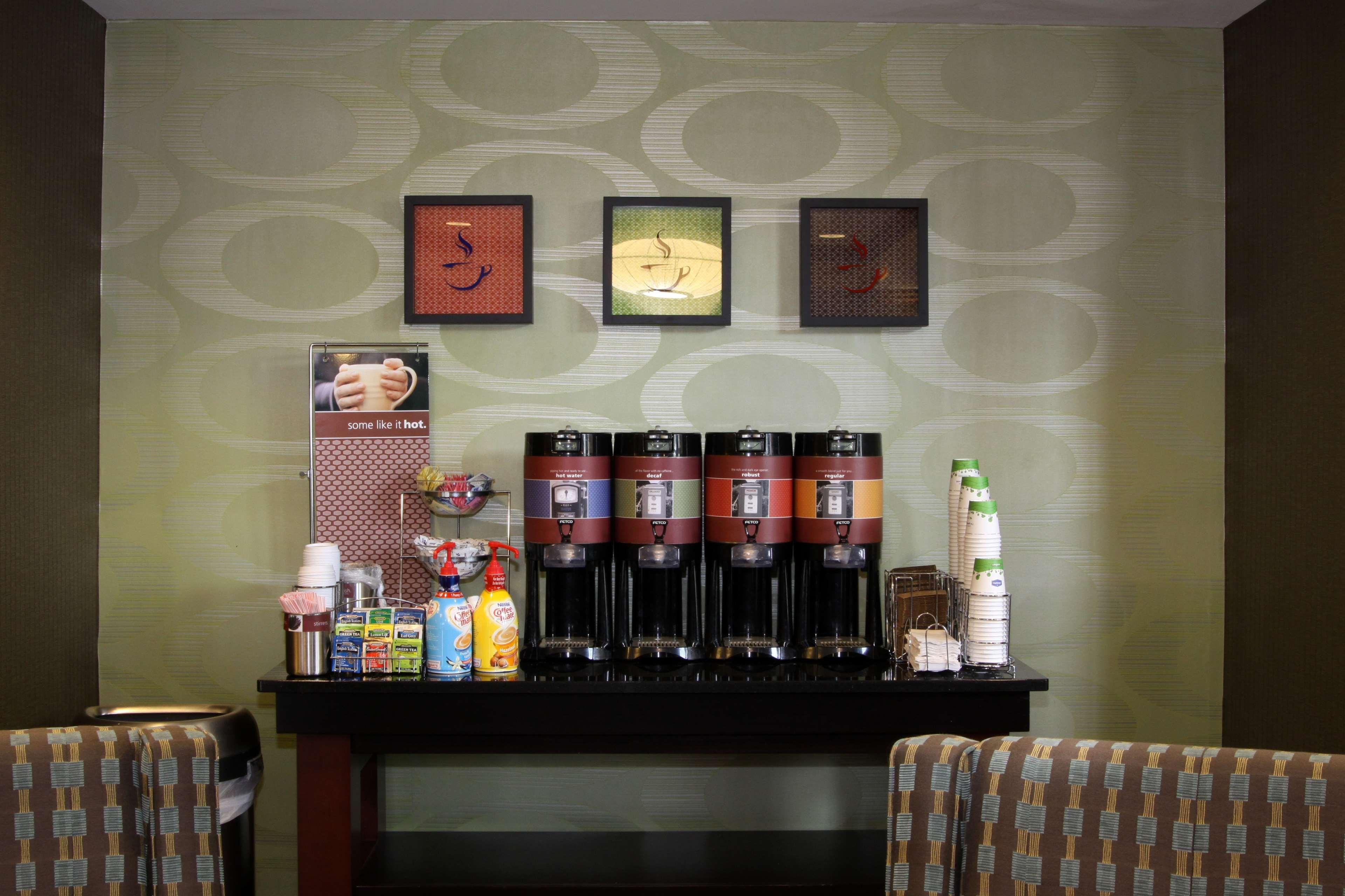 Hampton Inn & Suites Paducah image 10