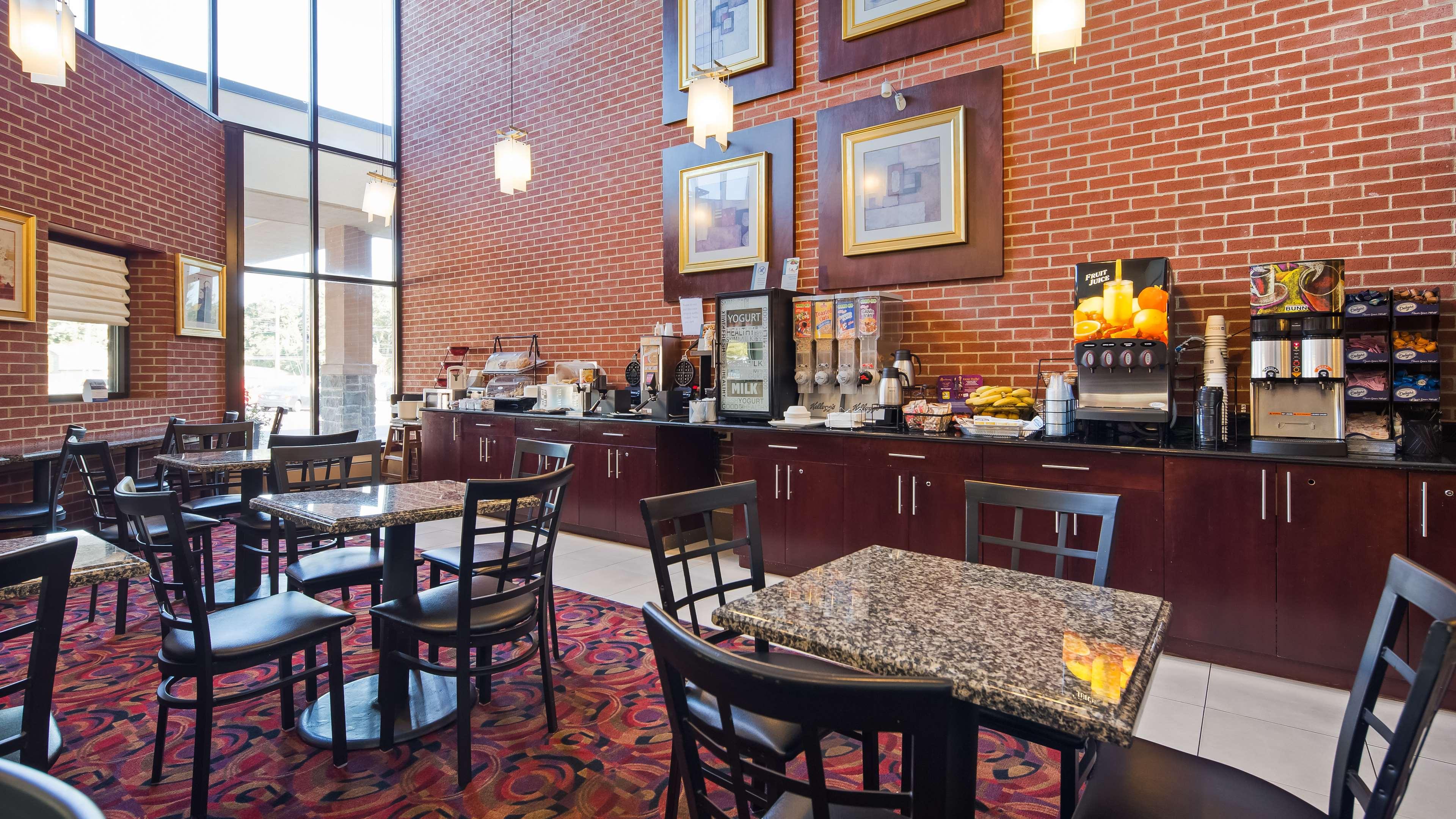 Best Western Plus Reading Inn & Suites image 4