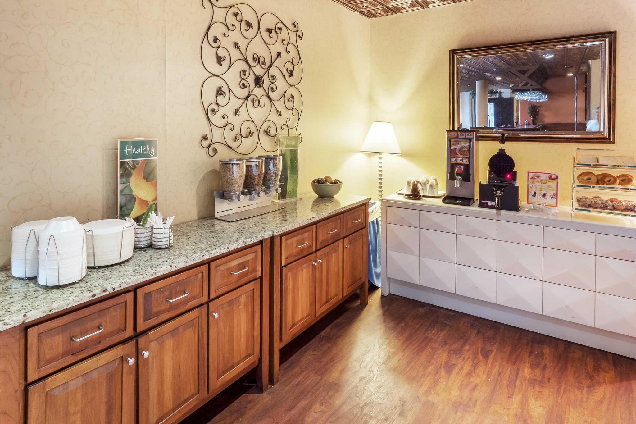 Quality Inn & Suites image 26
