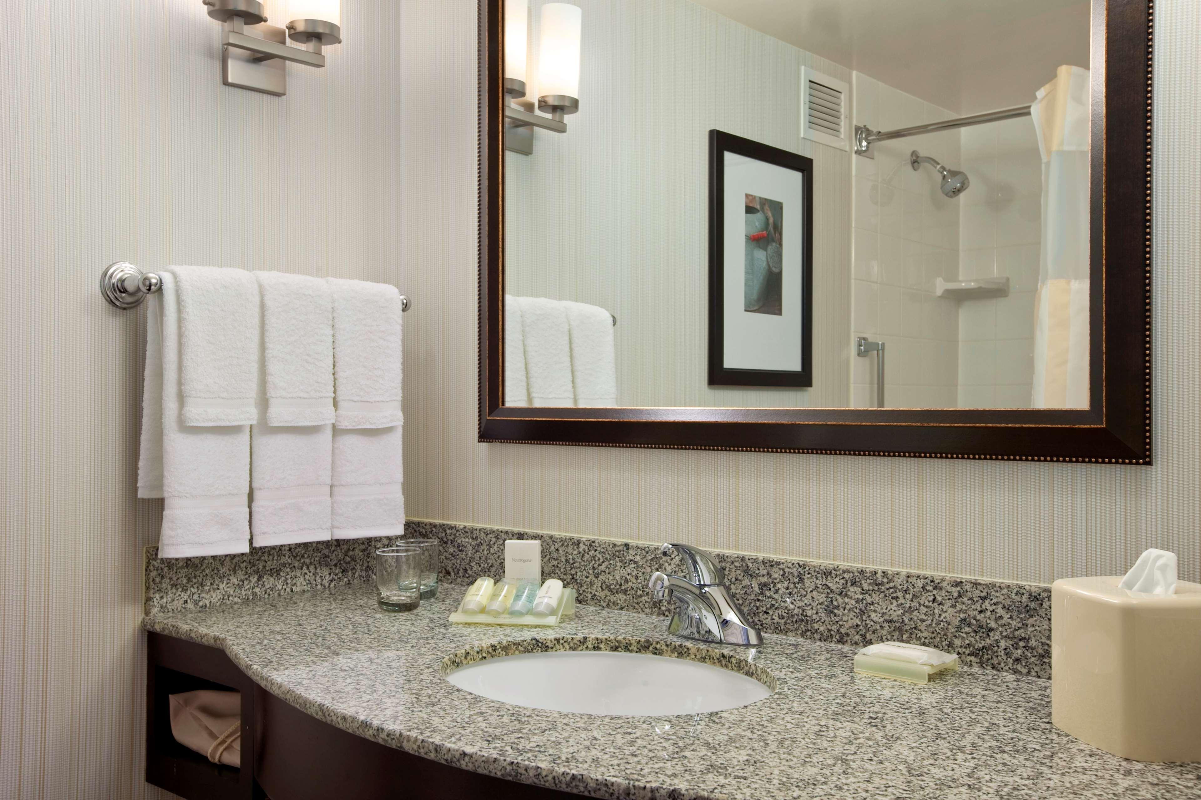 Hilton Garden Inn Hoffman Estates image 20