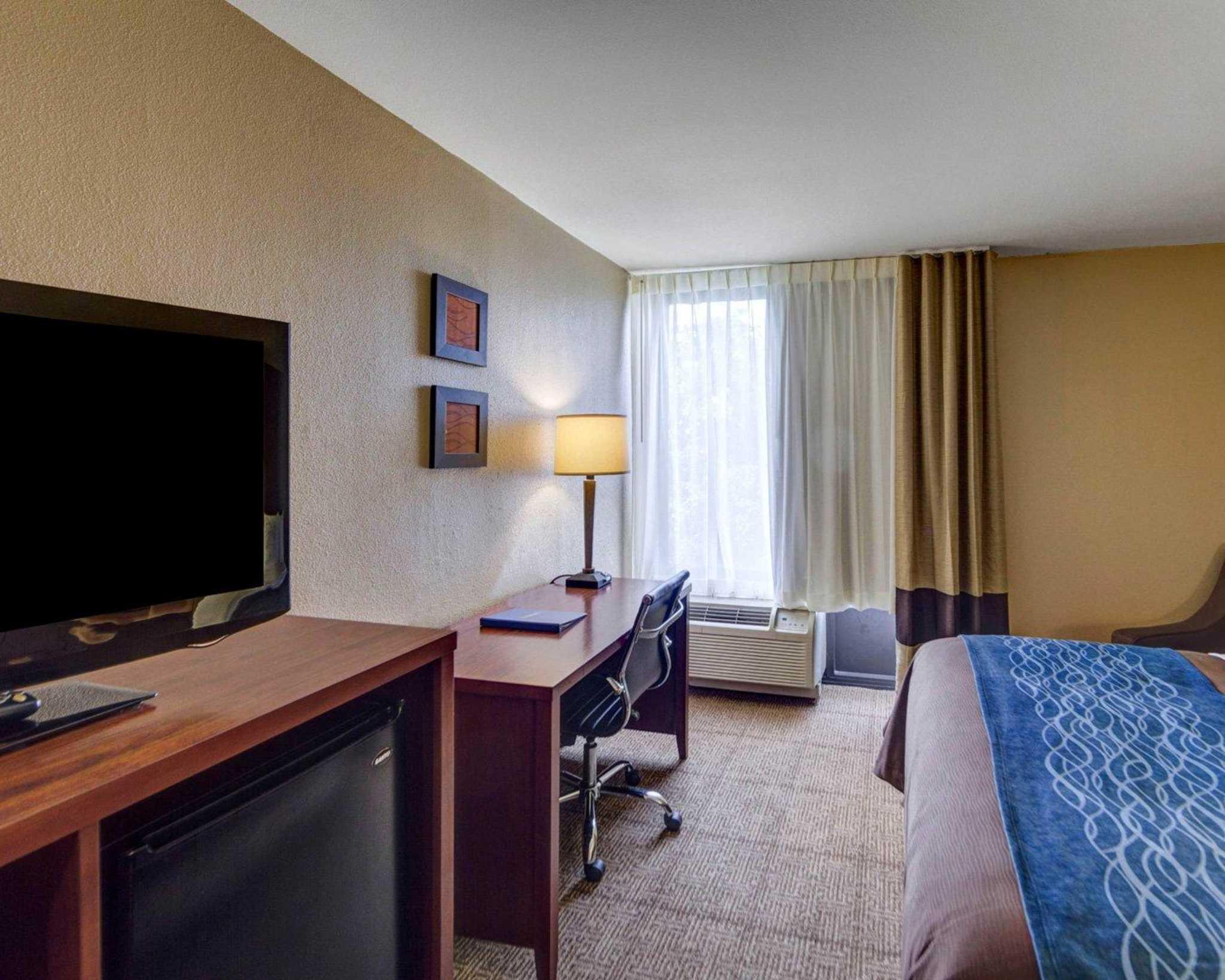 Comfort Inn & Suites Plano East image 9