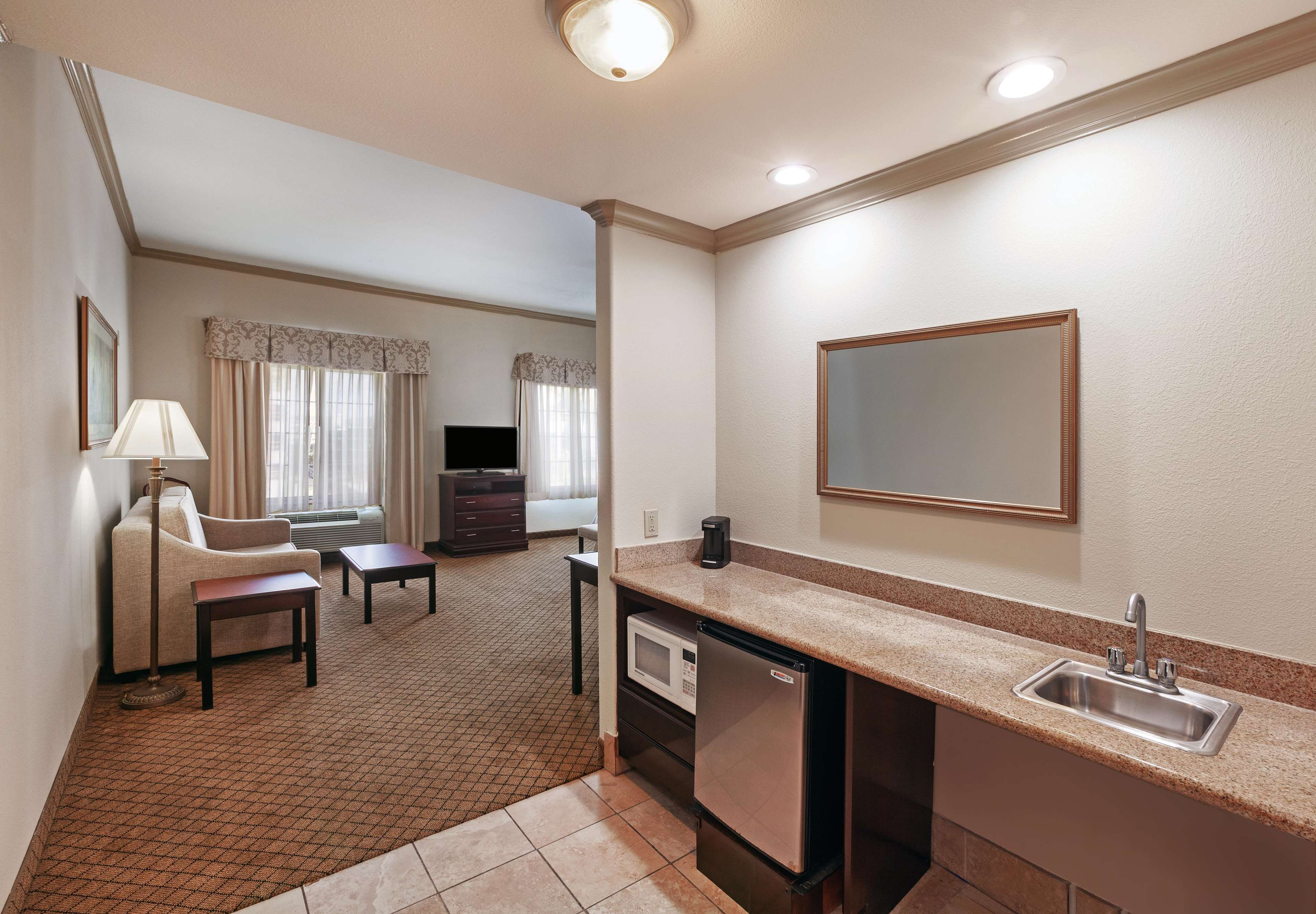 Hampton Inn & Suites Galveston image 24