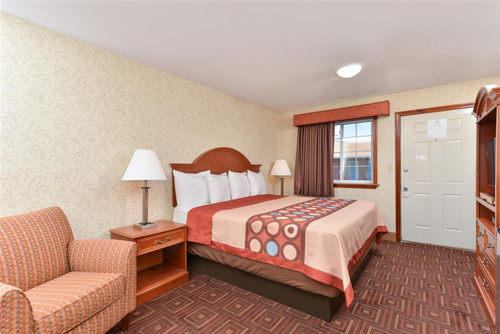 Americas Best Value Inn - Branford image 5