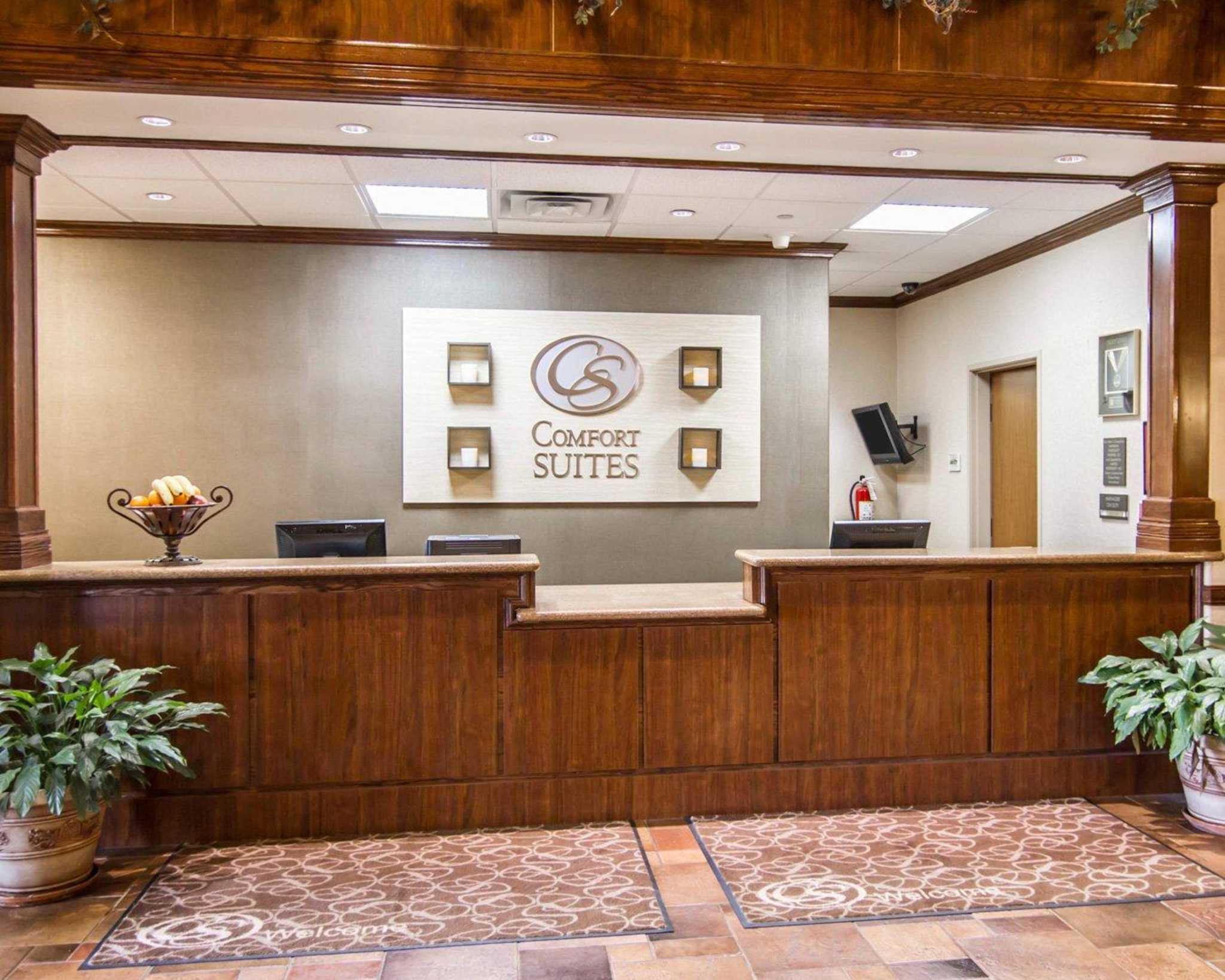 Comfort Suites Marshall image 3