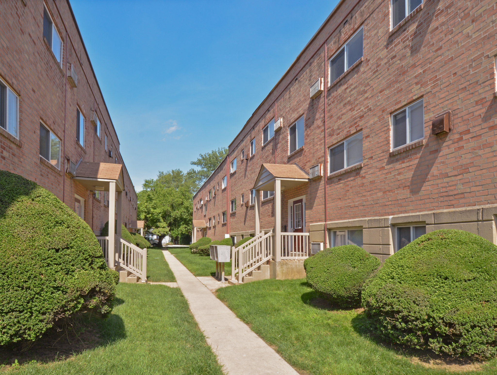 Woodview Apartments image 1