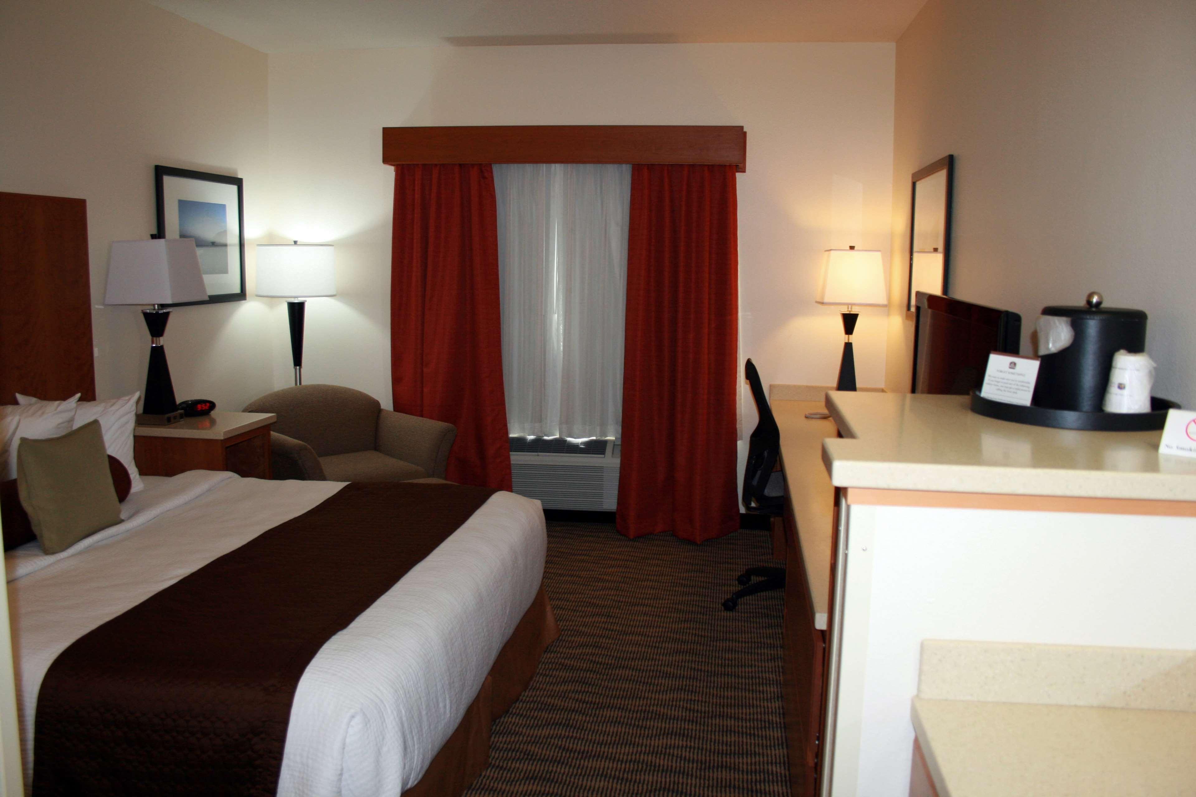 Best Western Plus Park Place Inn & Suites image 27