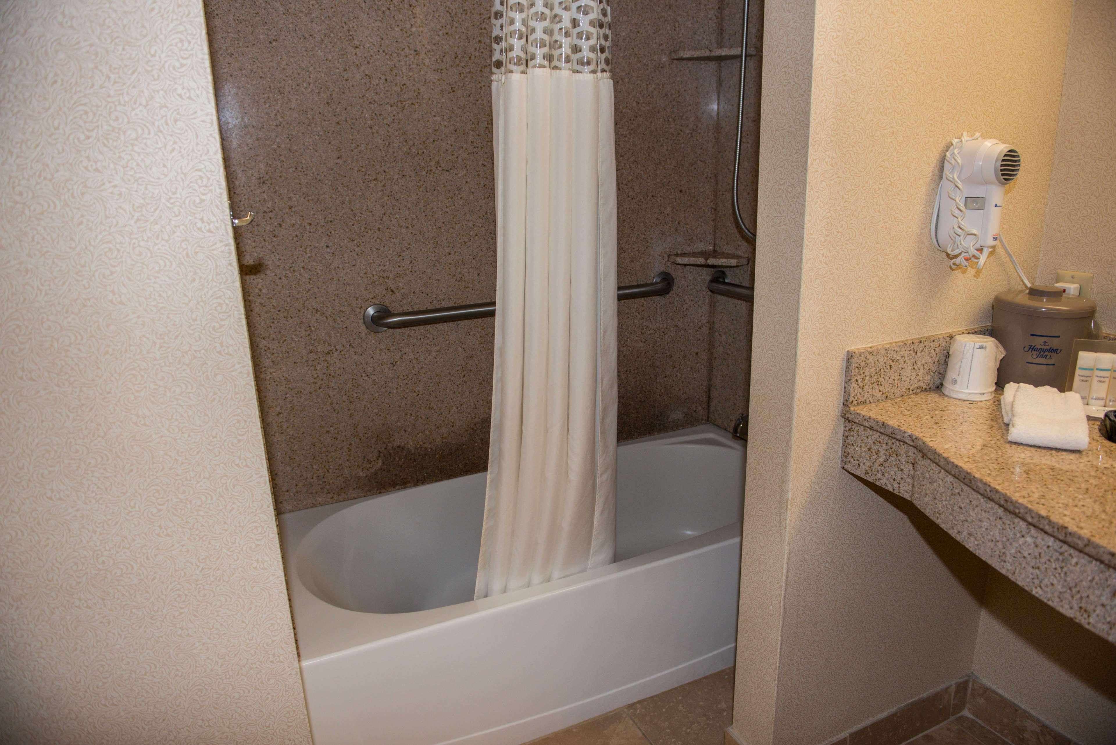 Hampton Inn & Suites Bremerton image 37