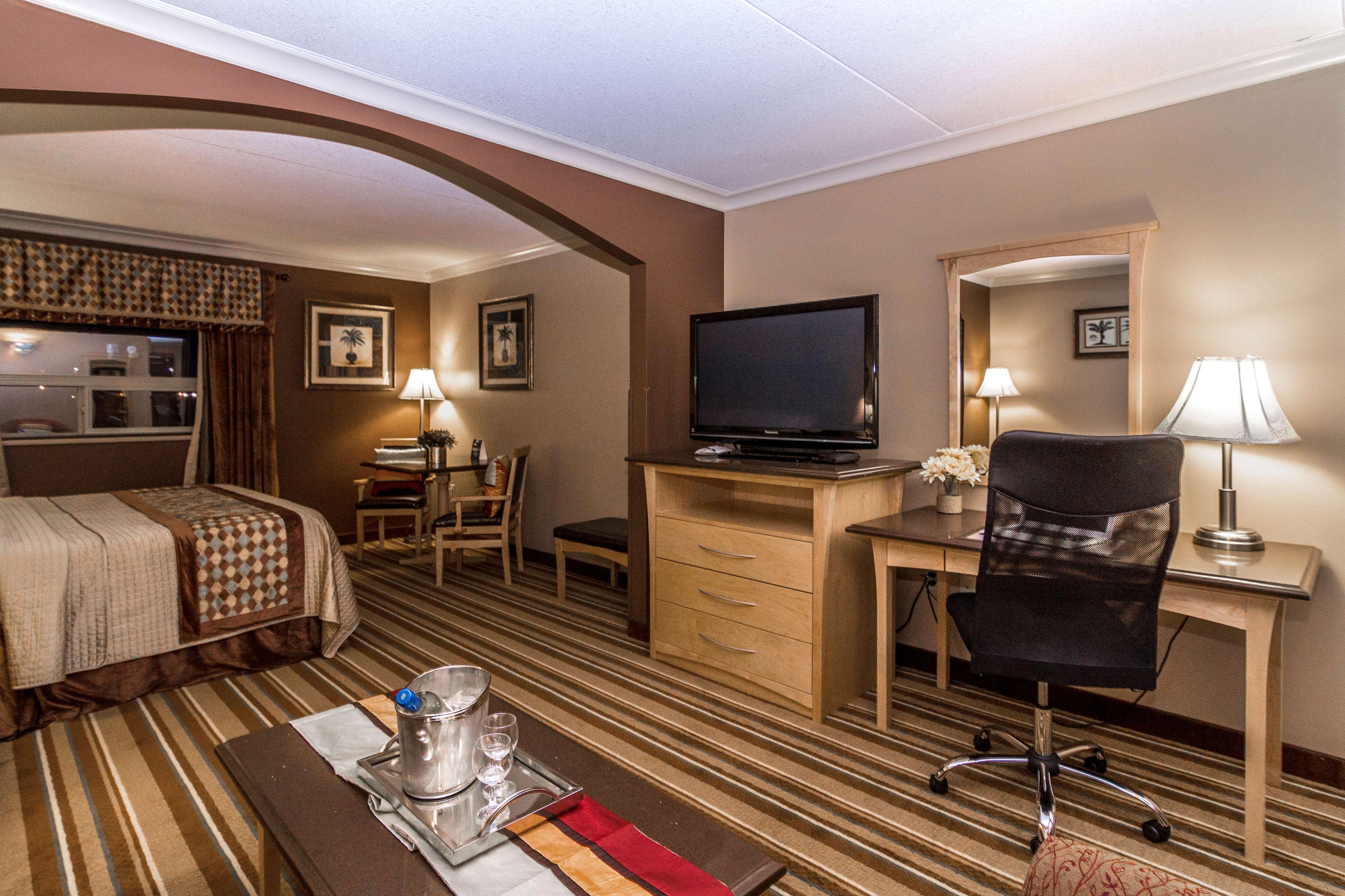 Best Western Marquis Inn & Suites in Prince Albert: King Suite