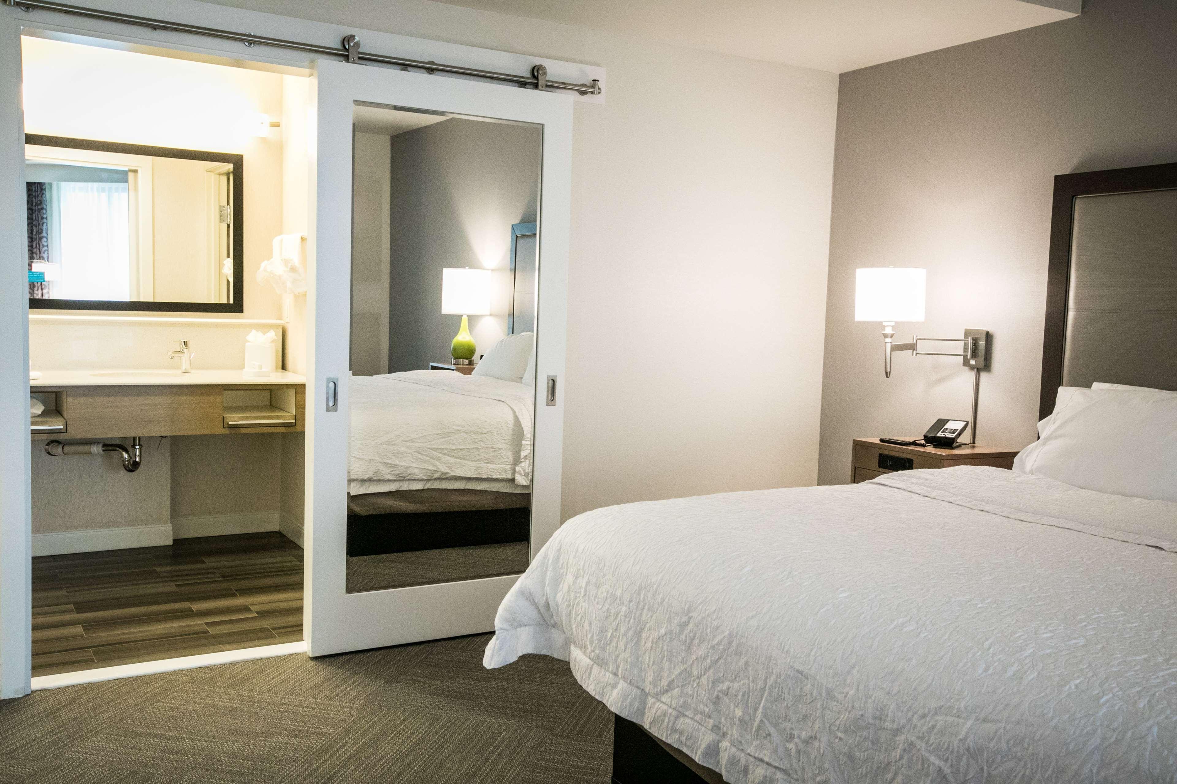 Hampton Inn & Suites Tempe - Phoenix Airport image 23