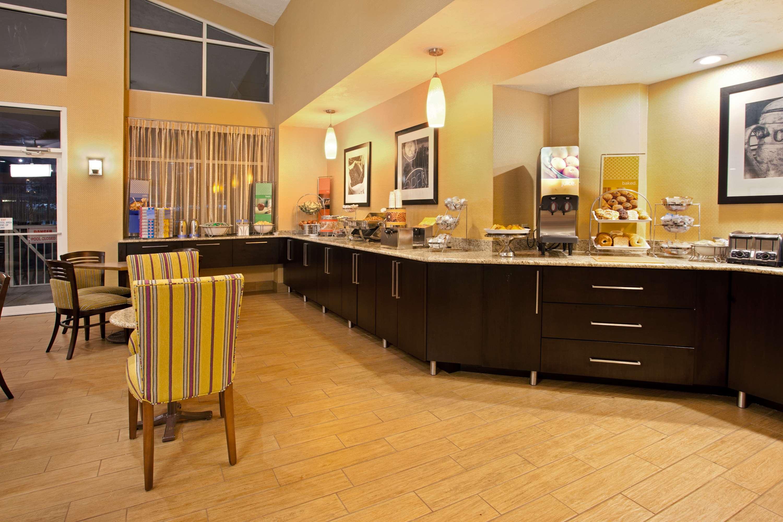 Hampton Inn & Suites Cleveland/Independence image 7