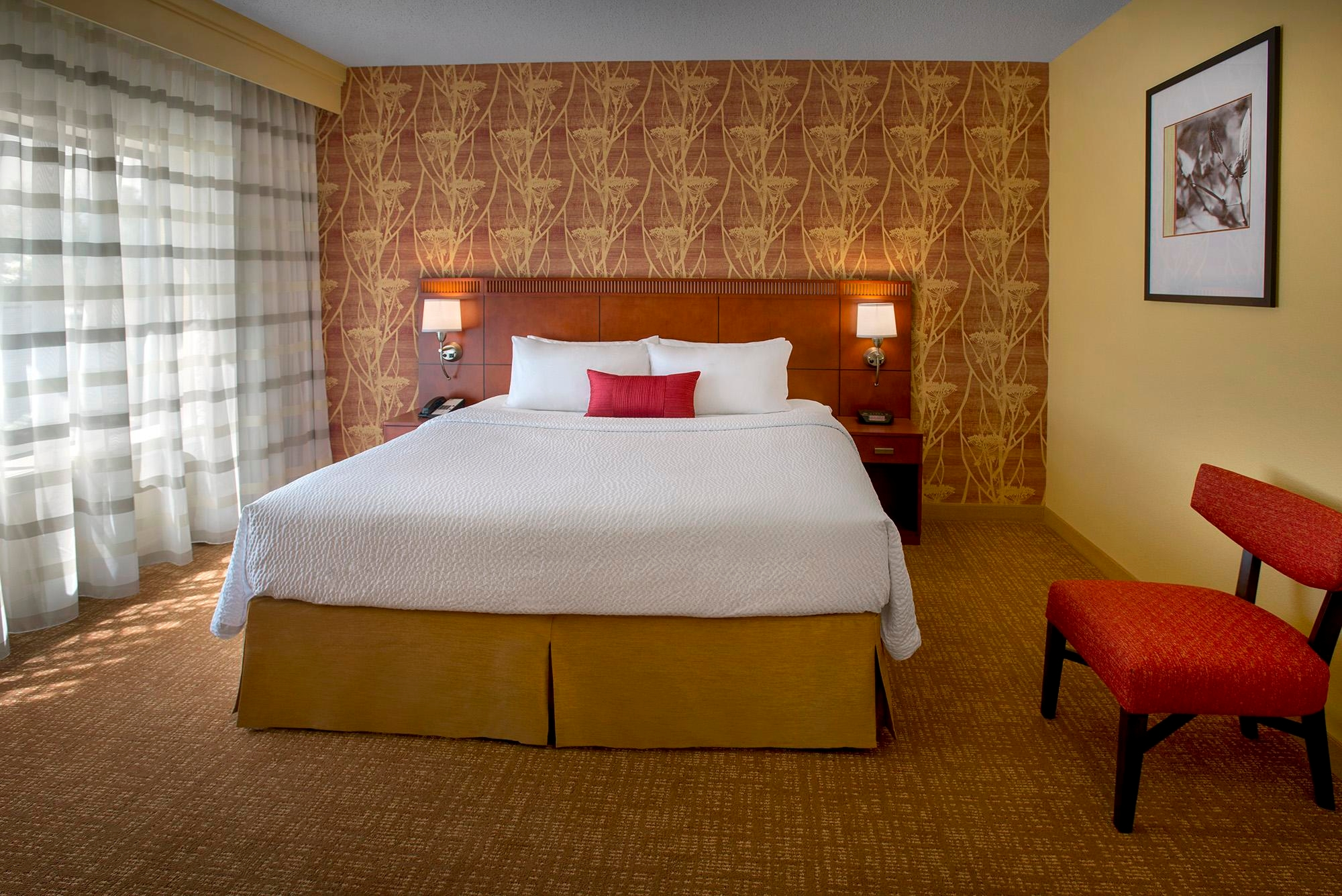 Courtyard by Marriott Lincroft Red Bank image 5