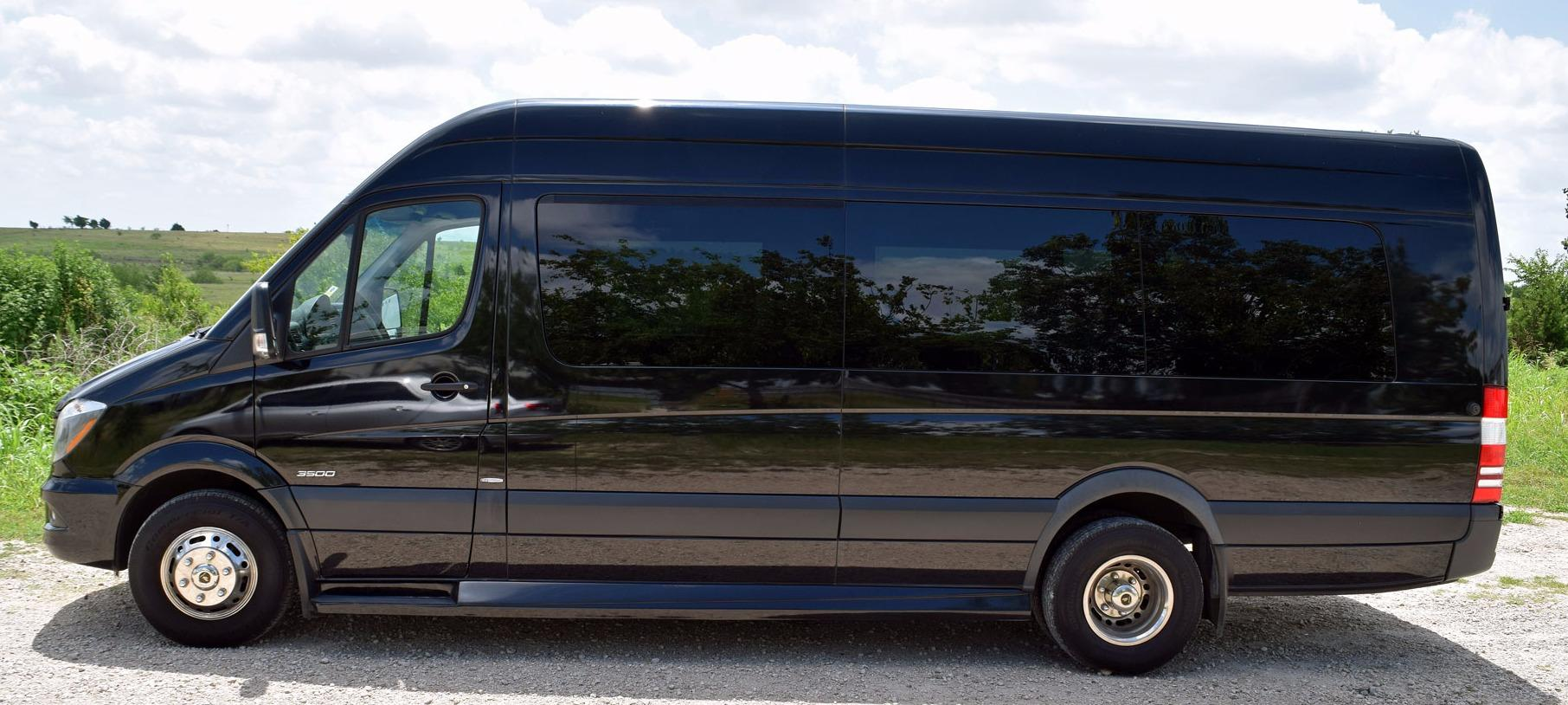 R&R Limousine and Bus image 10