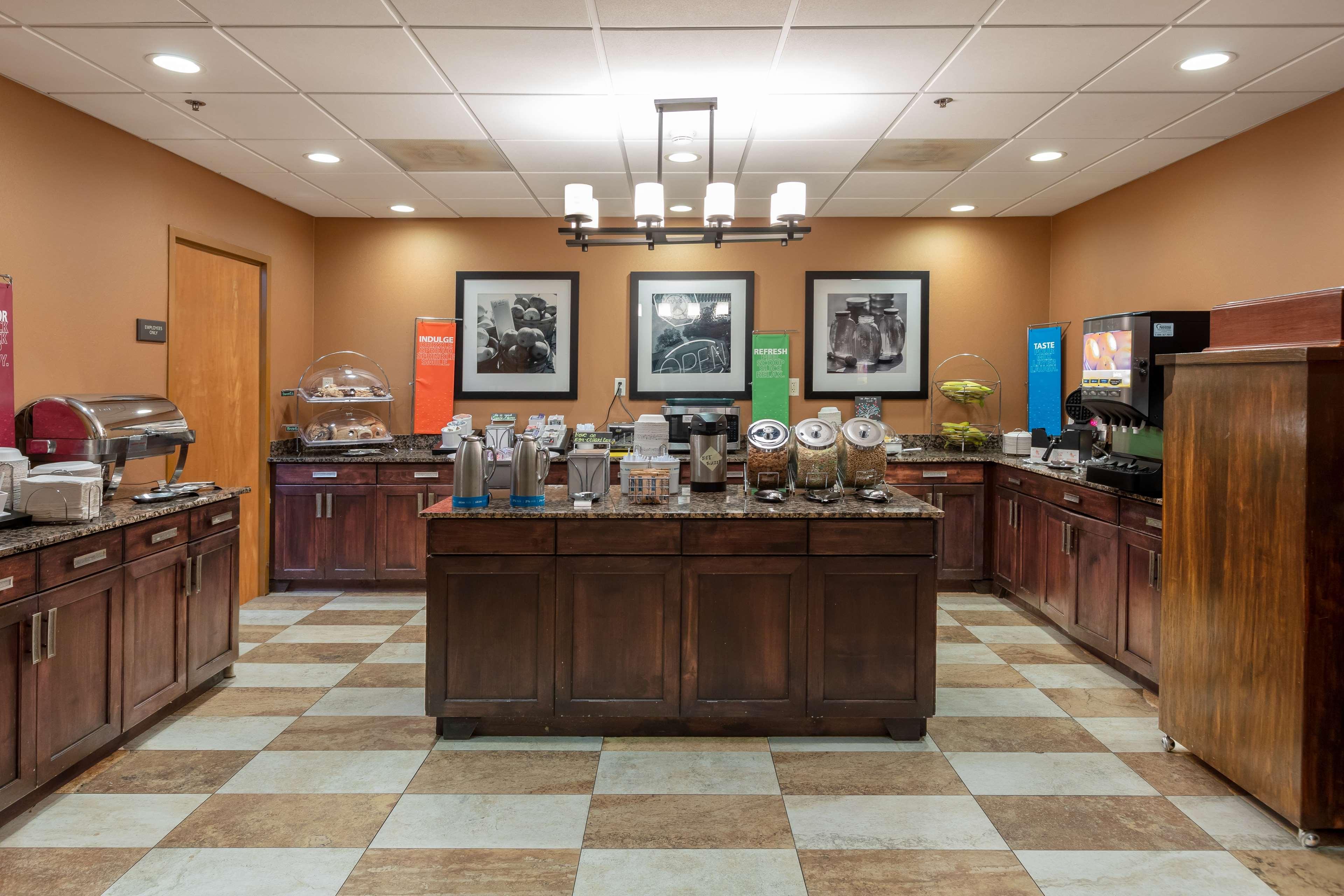 Hampton Inn & Suites Austin-Airport image 21