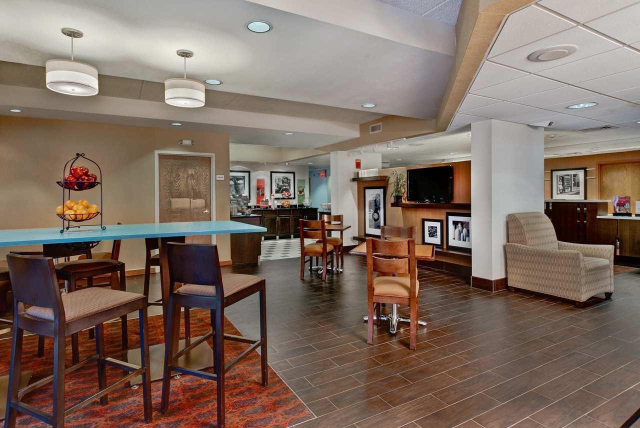 Hampton Inn Milwaukee-Northwest image 1