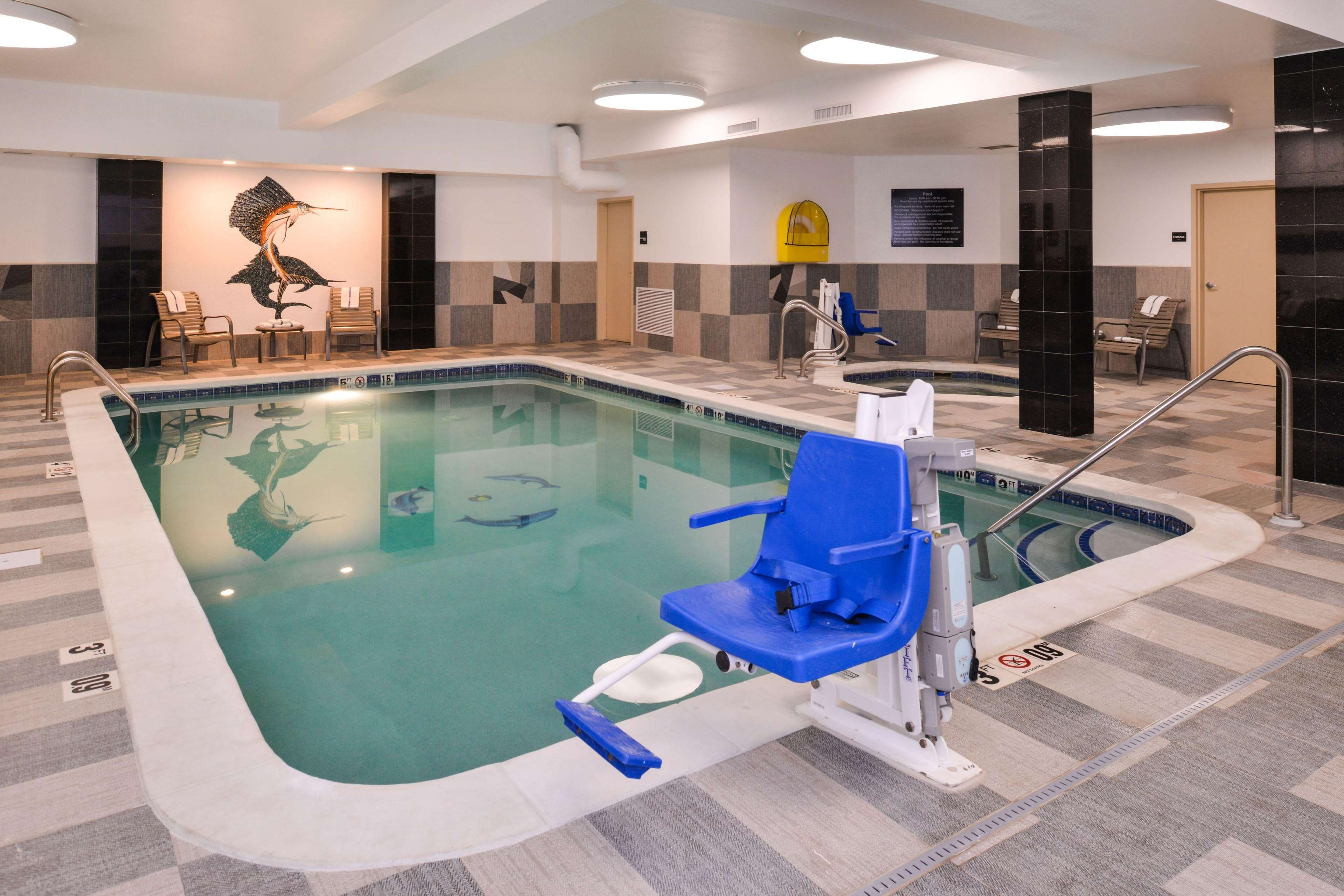 Hampton Inn & Suites Denver-Speer Boulevard image 0