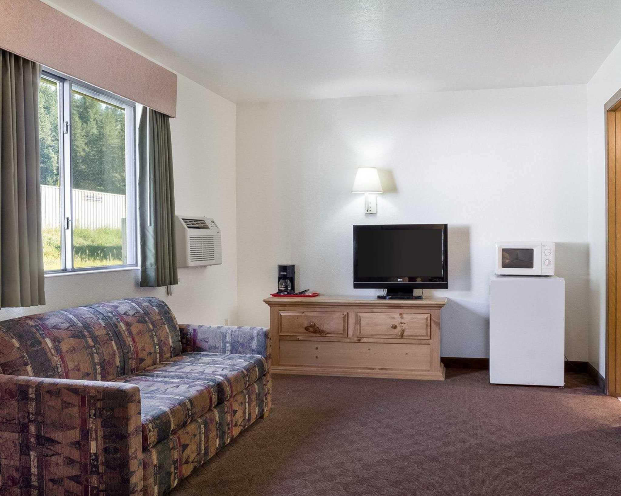 Econo Lodge Near Mt. Rushmore Memorial image 17