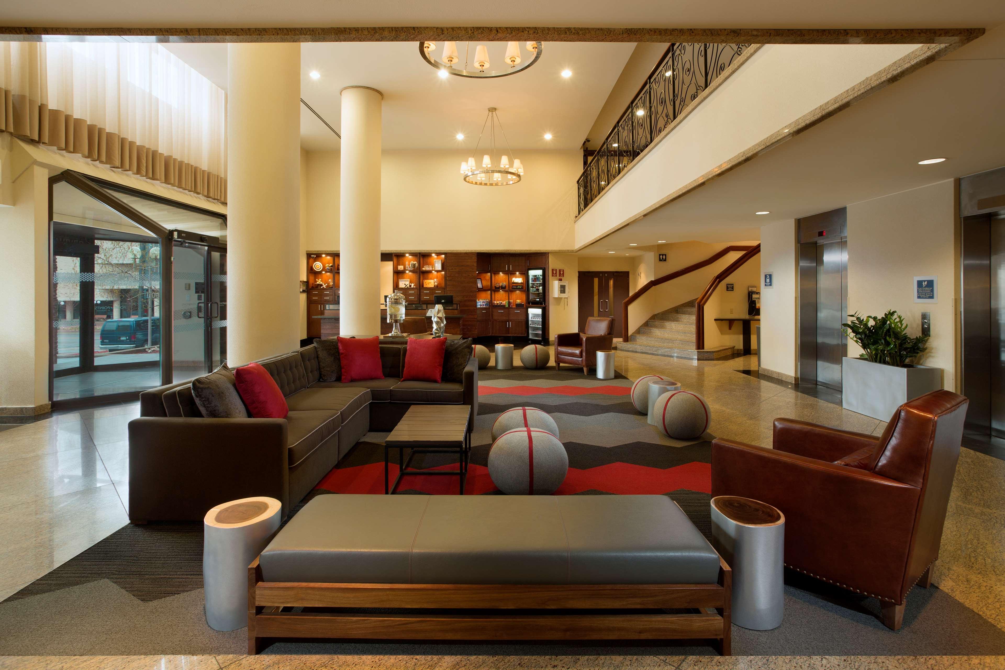 Four Points by Sheraton Hotel & Conference Centre Gatineau-Ottawa à Gatineau: Hotel lobby