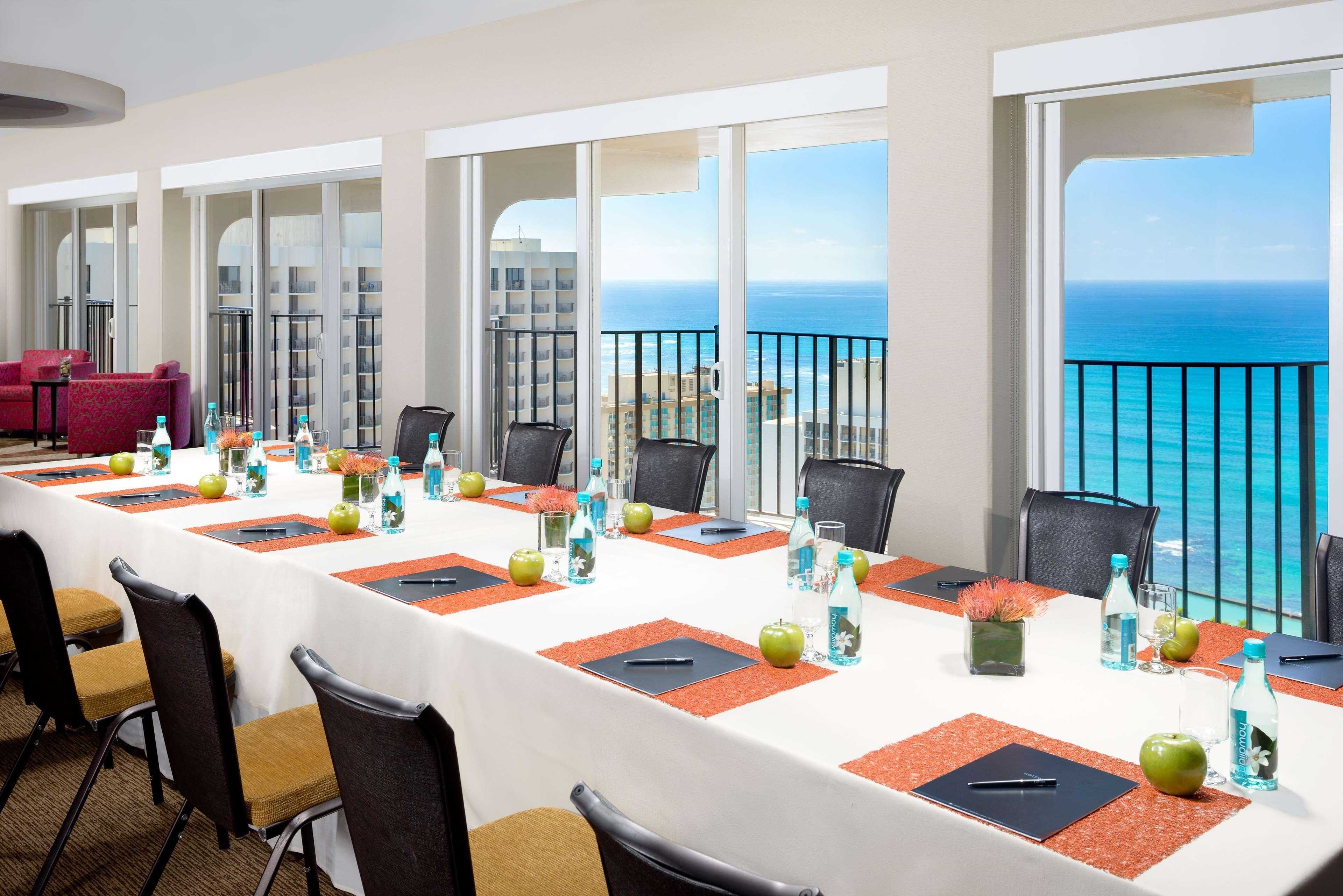 Hilton Waikiki Beach image 42