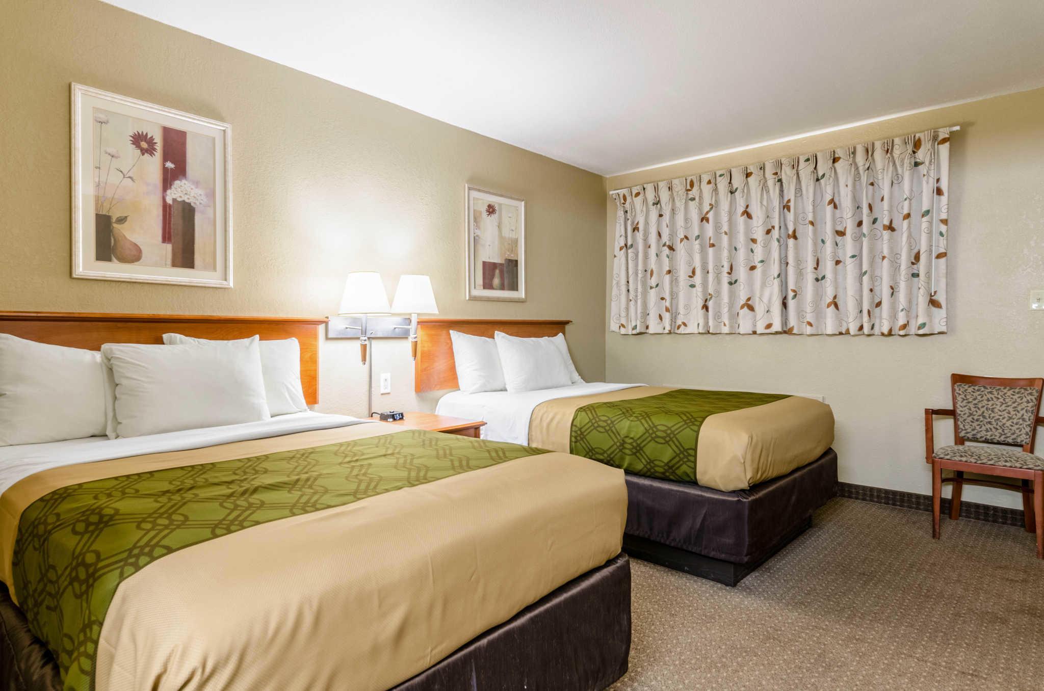 Econo Lodge  Inn & Suites I-35 at Shawnee Mission image 12