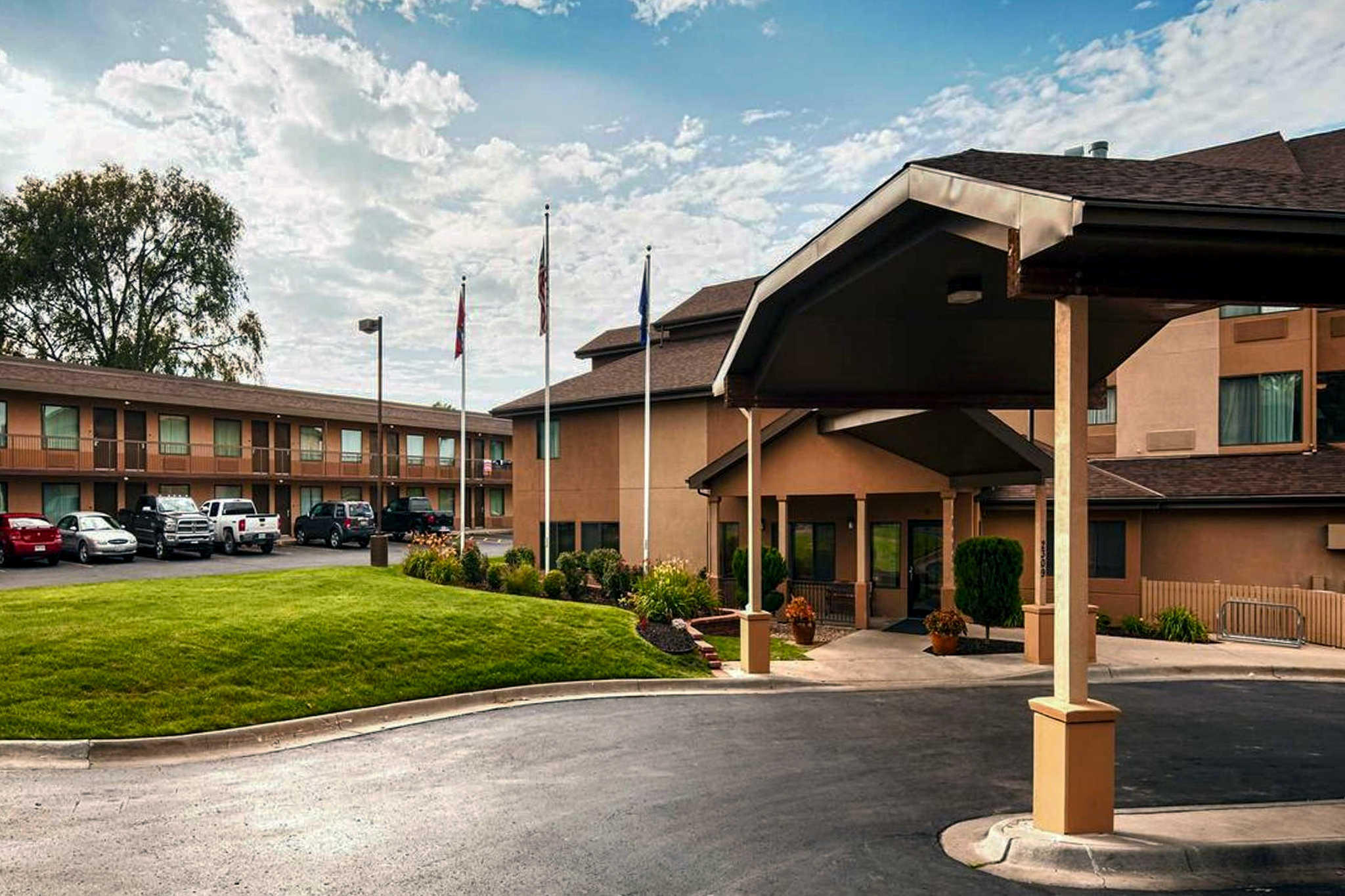 Quality Inn & Suites Lawrence - University Area image 1