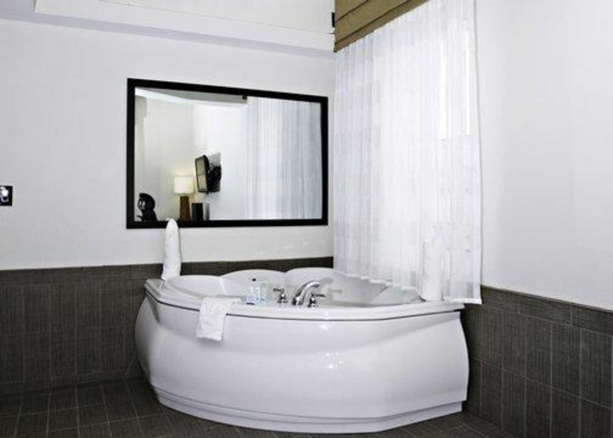 Sleep Inn & Suites Downtown Inner Harbor image 20